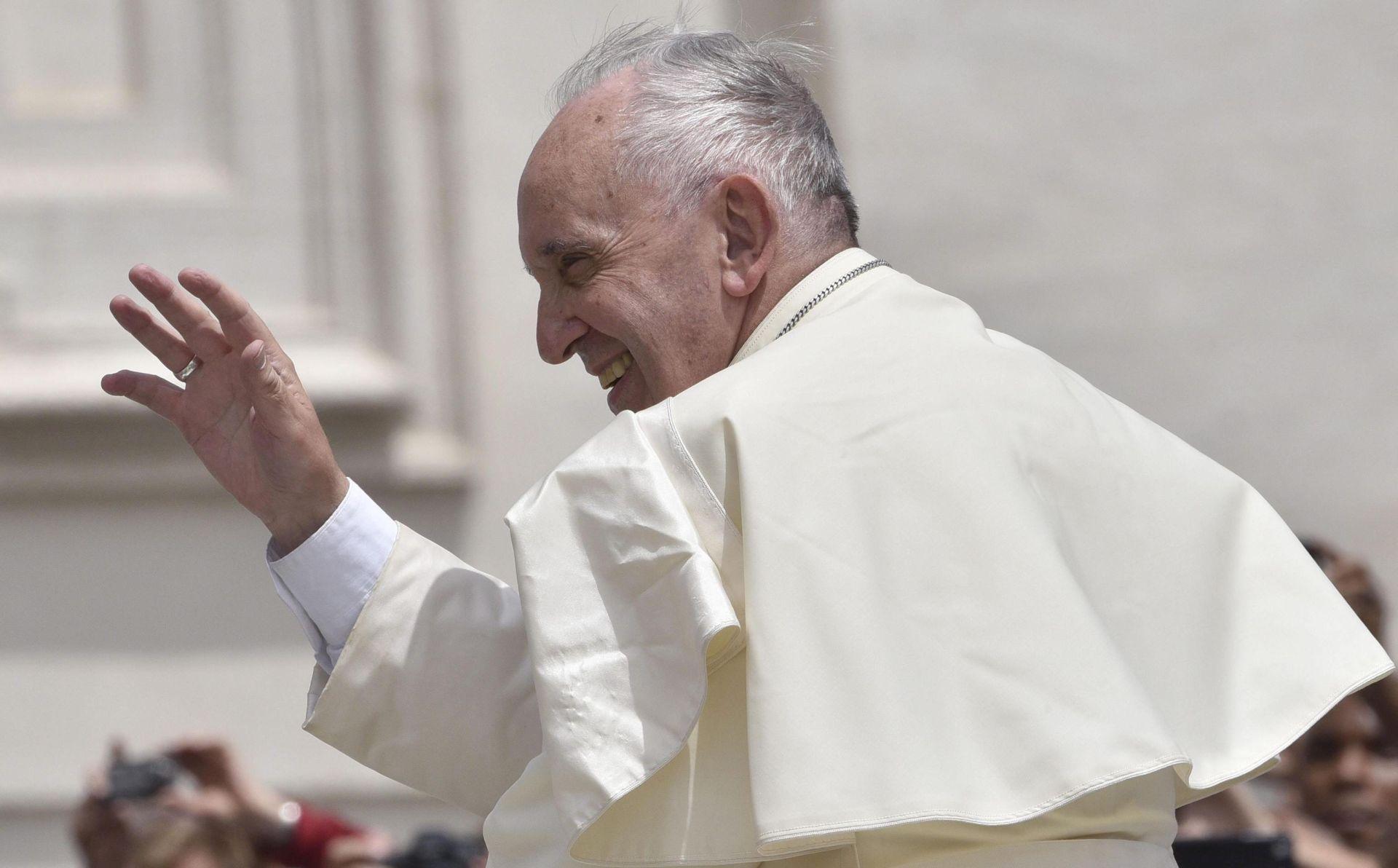 Papa: Moguć opoziv biskupa koji su bili 'nemarni' u slučajevim svećenićkog seksualnog nasilja nad djecom
