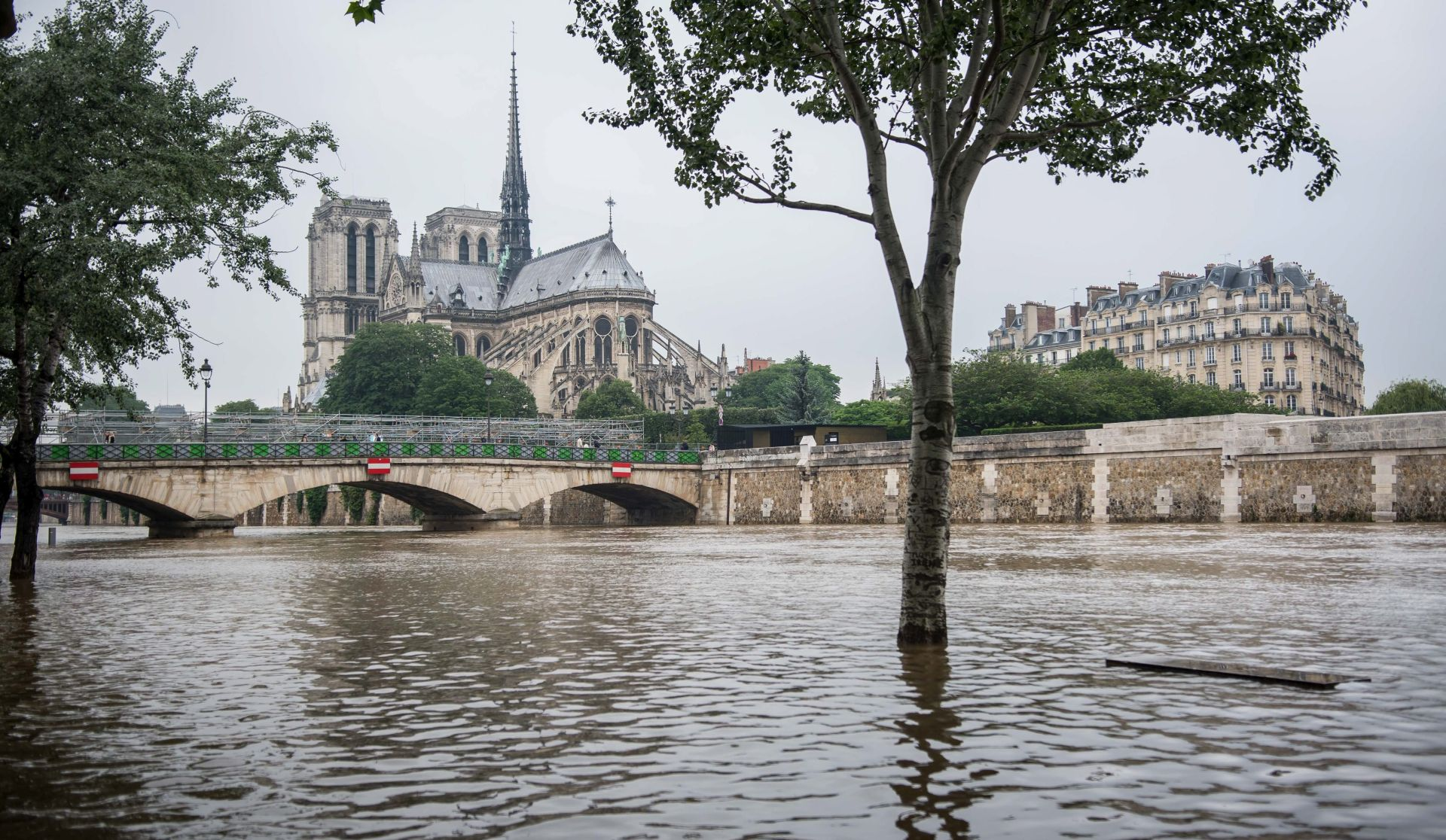 PARIZ Vodostaj Seine počeo blago padati, prvi put u tjedan dana