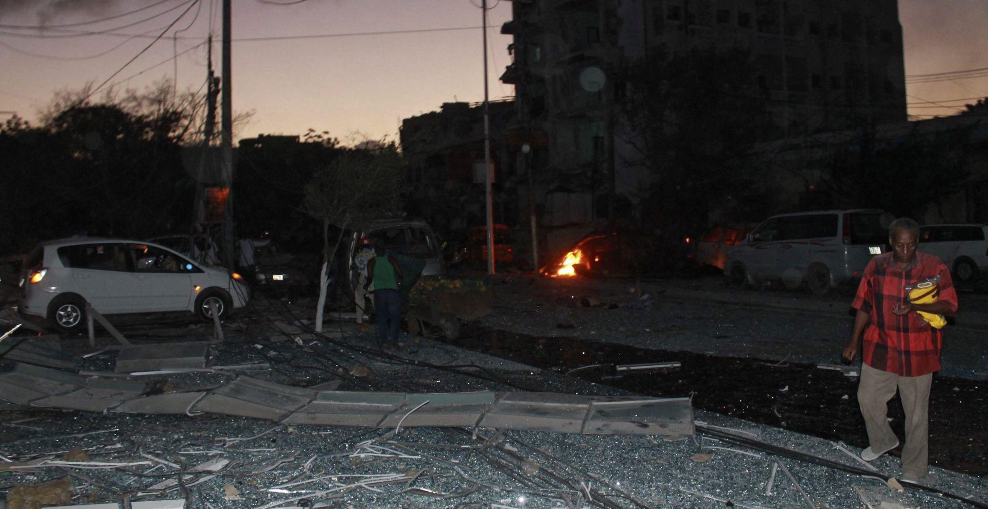 SOMALIJA Snažna eksplozija u centru Mogadishua, pucnjava i dalje traje