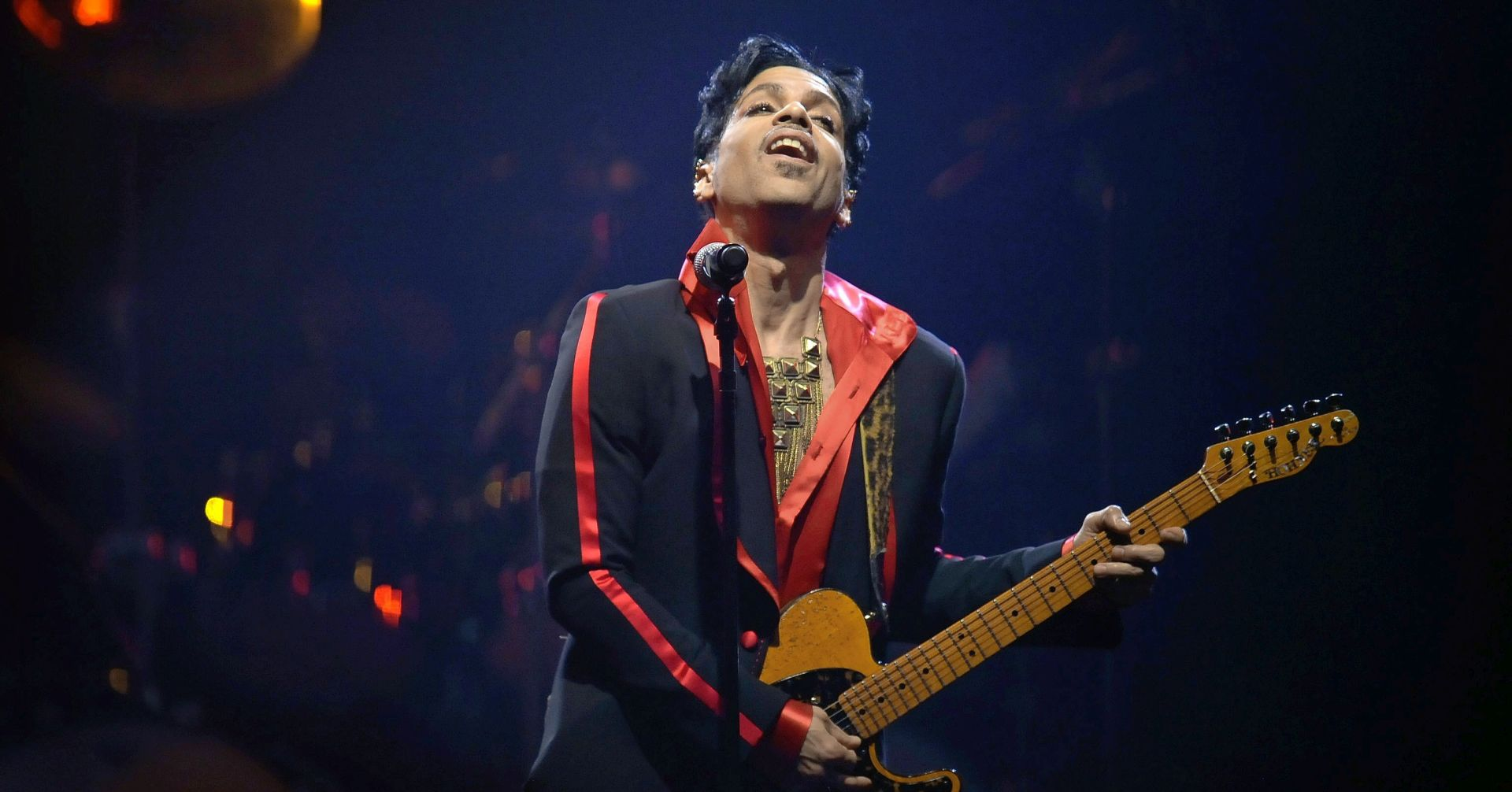 AUKCIJA U SAD-U Prodana najdraža gitara Princea i uvojak kose Davida Bowieja