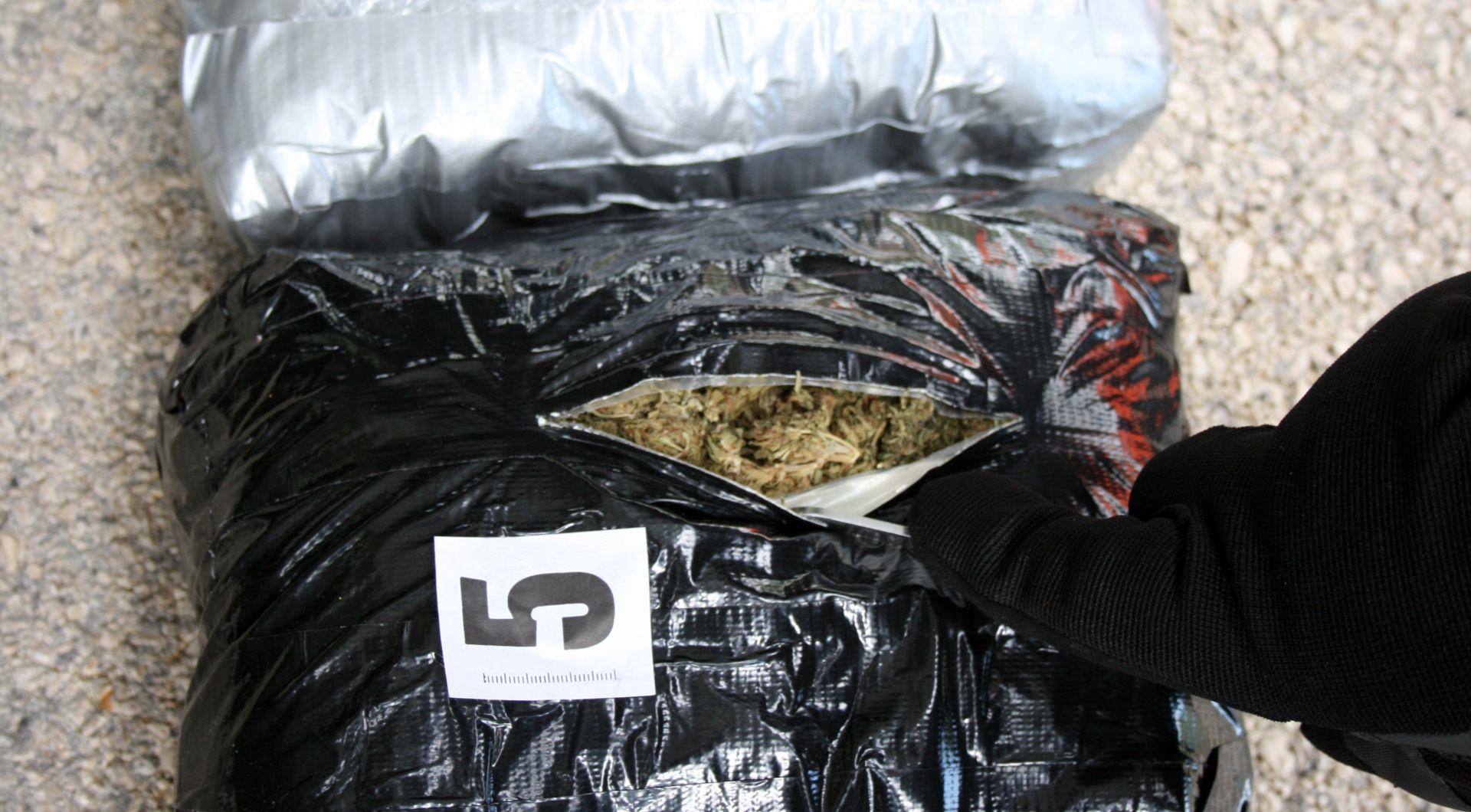 Policija na graničnom prijelazu Nova sela zaplijenila više od 15 kilograma marihuane
