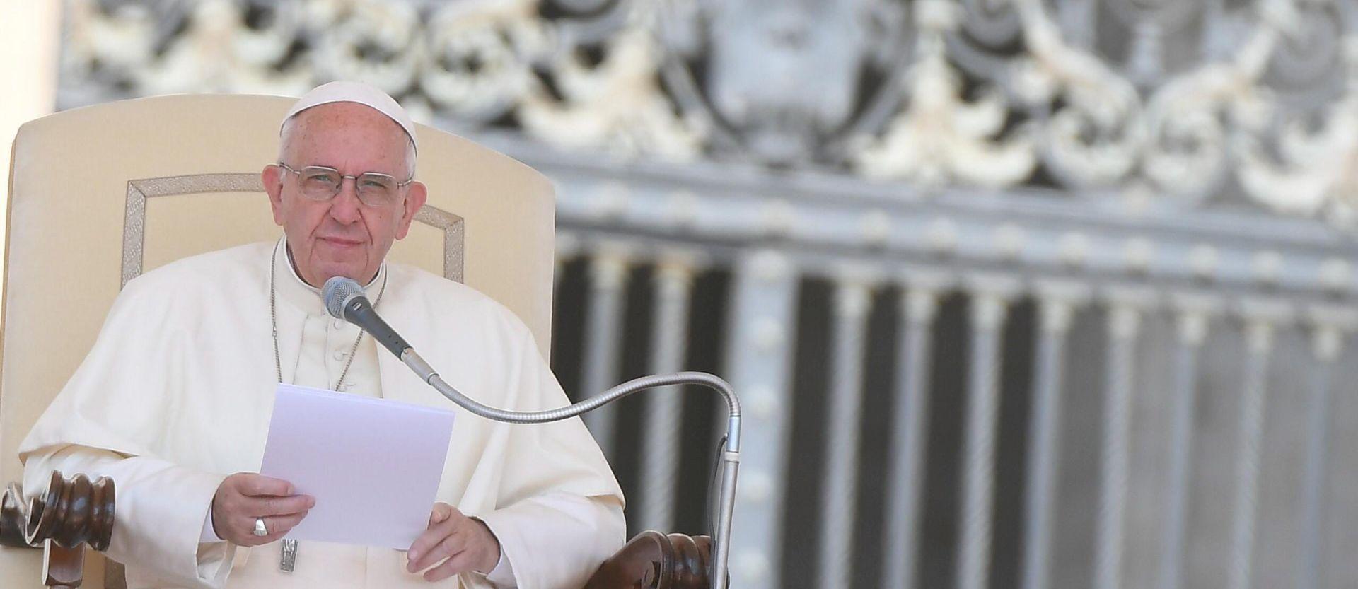 Papa za Bogojavljenje darivao siromašne i izbjeglice