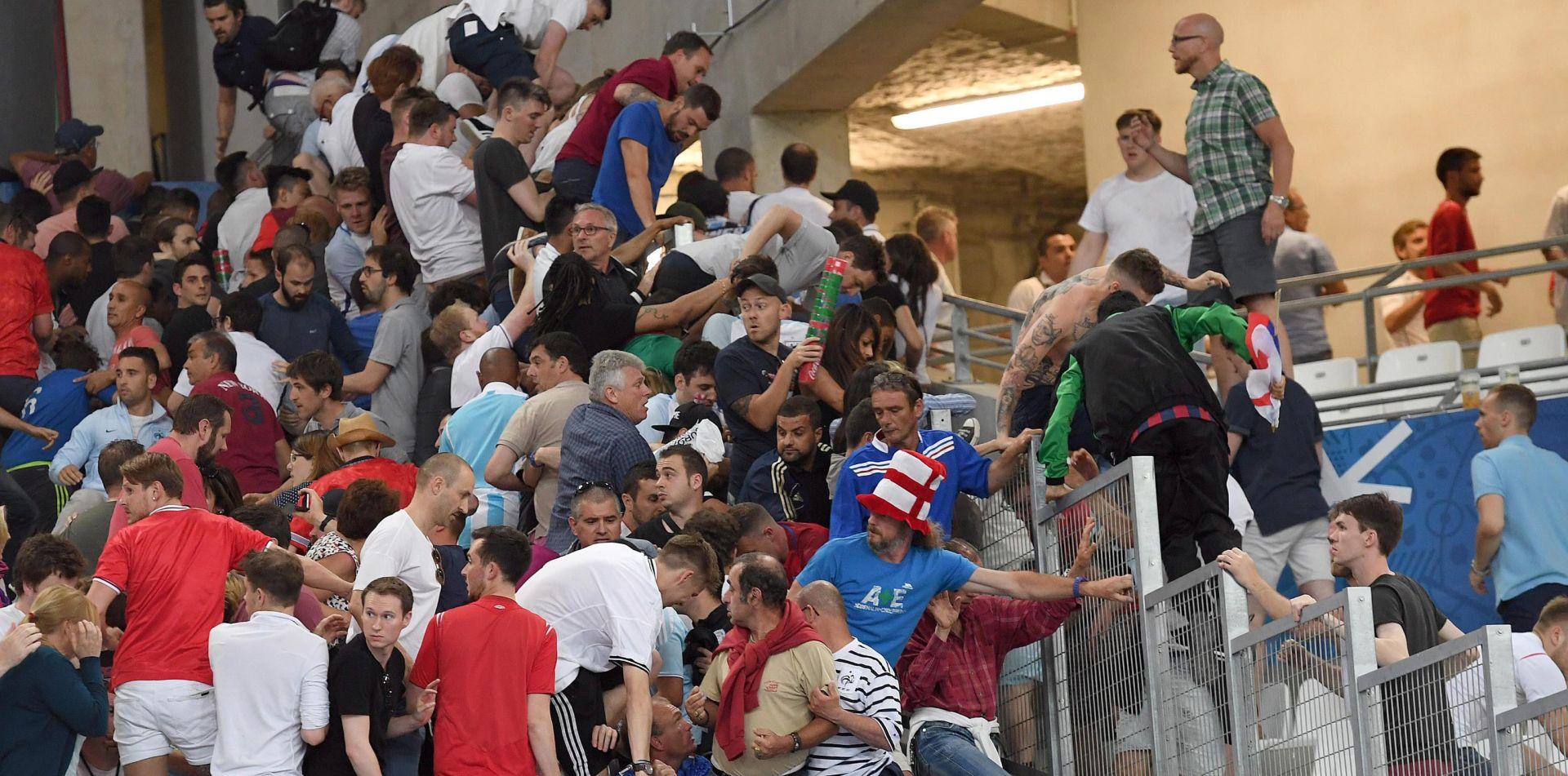 VEĆ NAJAVLJUJU POVRATAK Francuzi deportiraju ruske navijače
