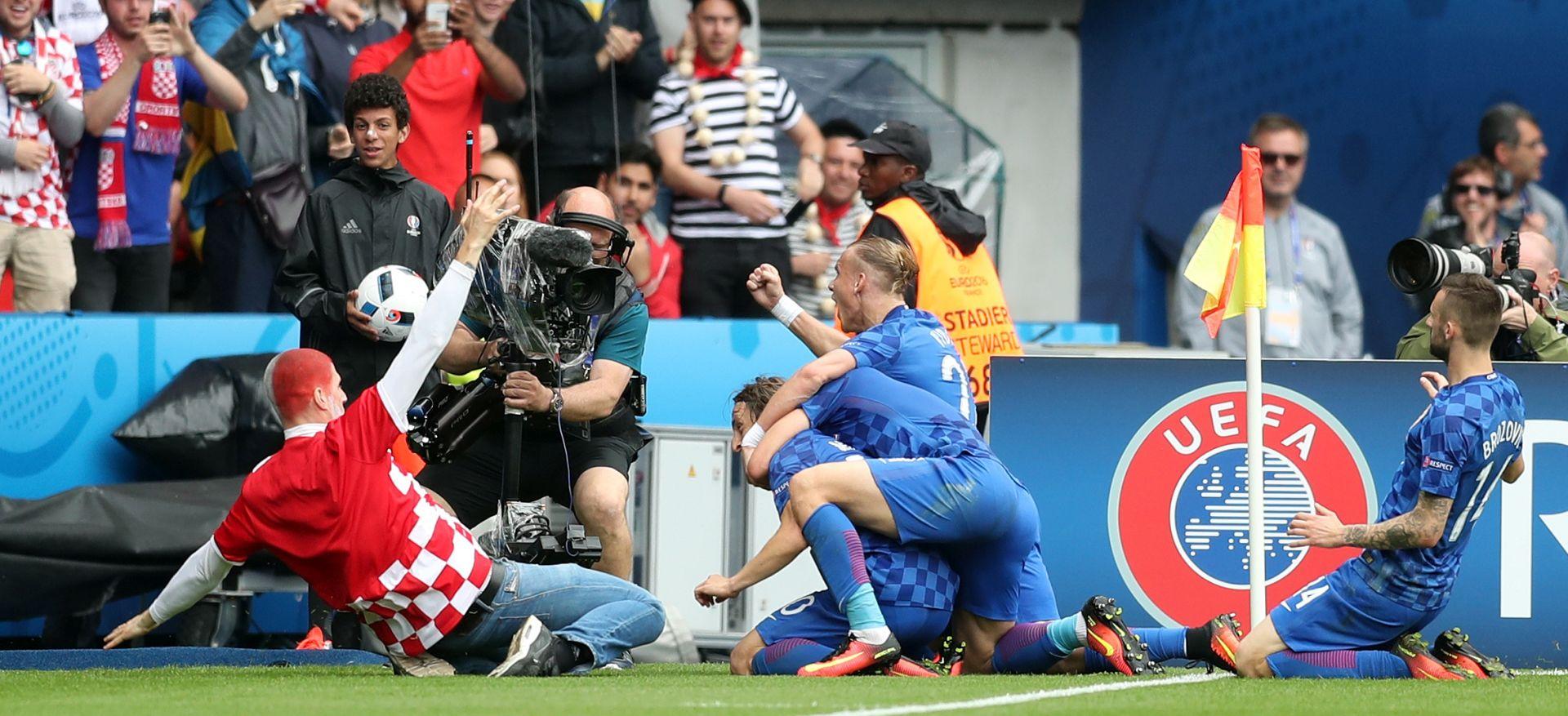UEFA Otvoren disciplinski postupak protiv Hrvatske zbog ulaska navijača na teren i pirotehnike