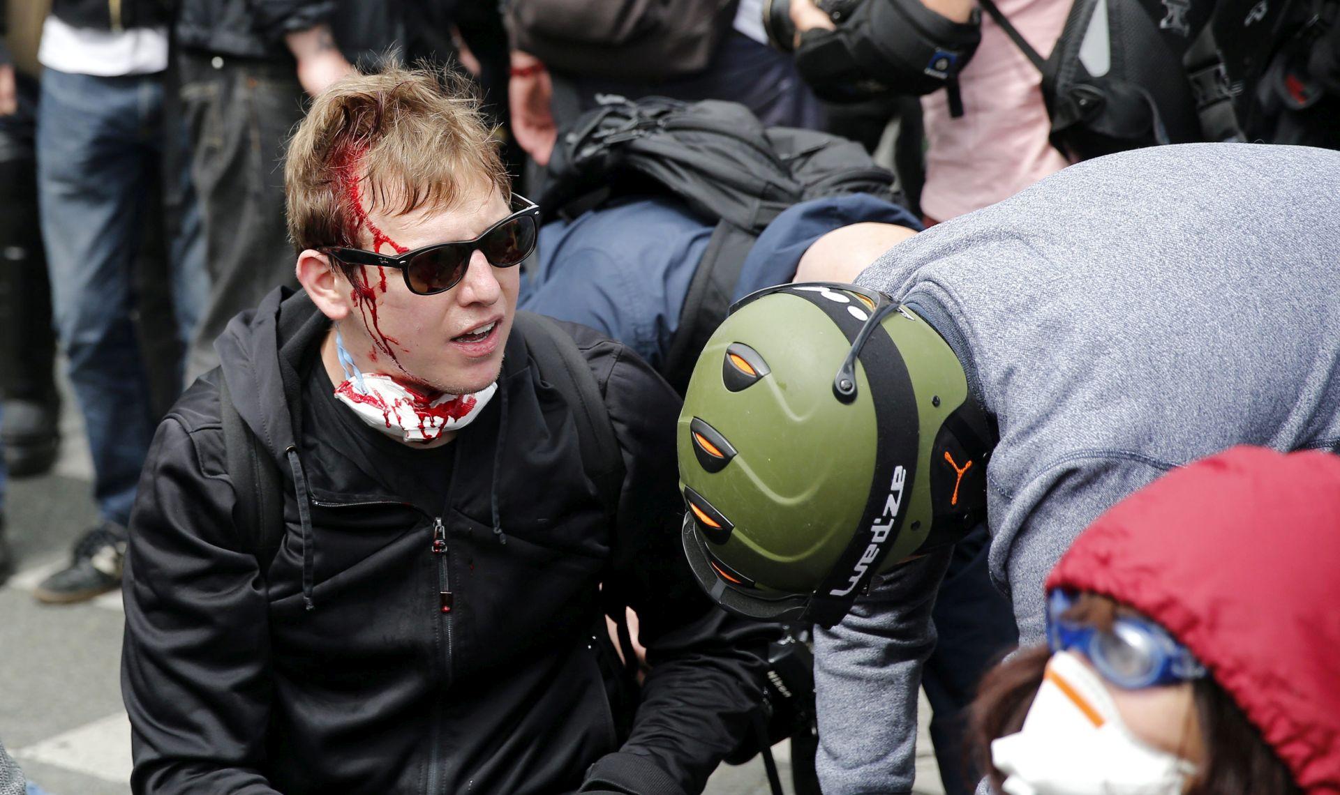 Svjetina napala francusku policiju zbog smrti mladića