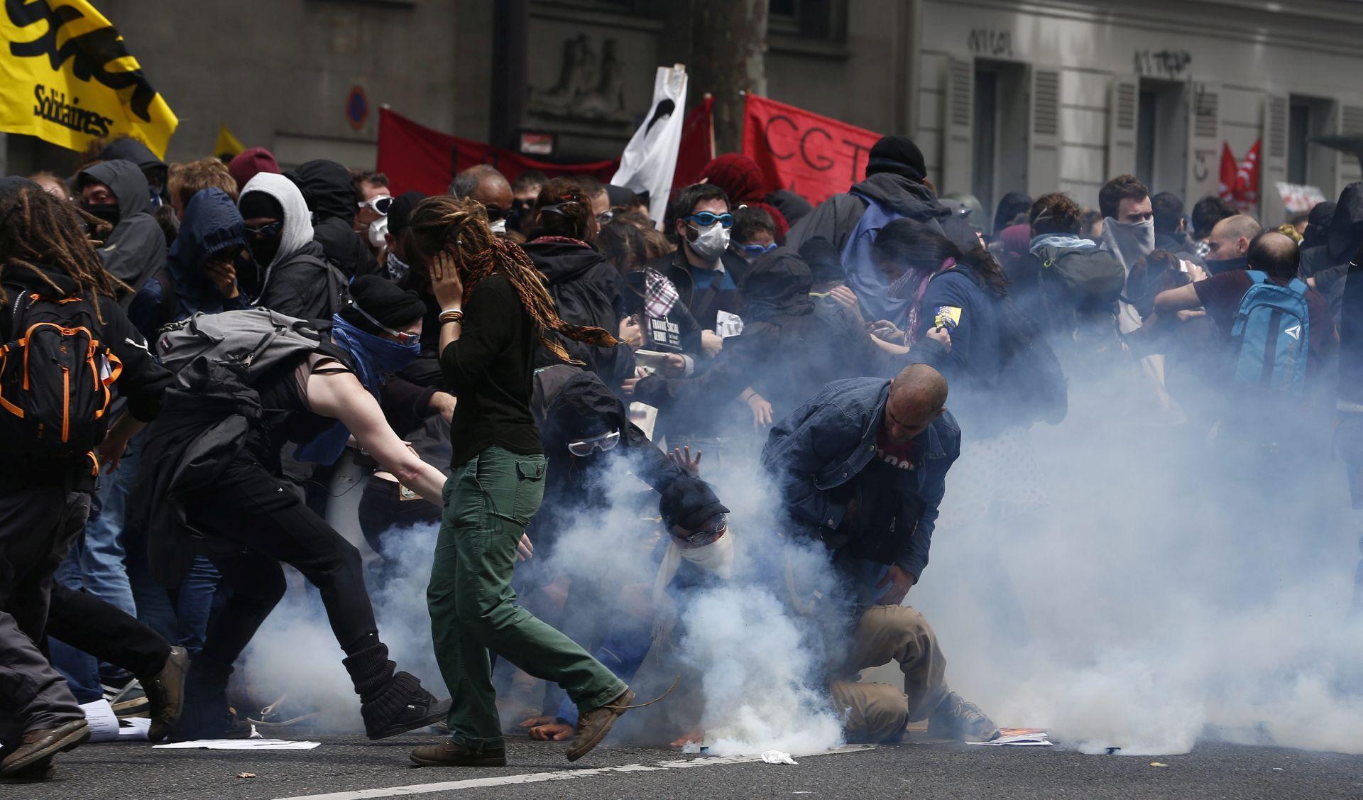 Hollande prijeti da će zbog nasilja zabraniti prosvjede