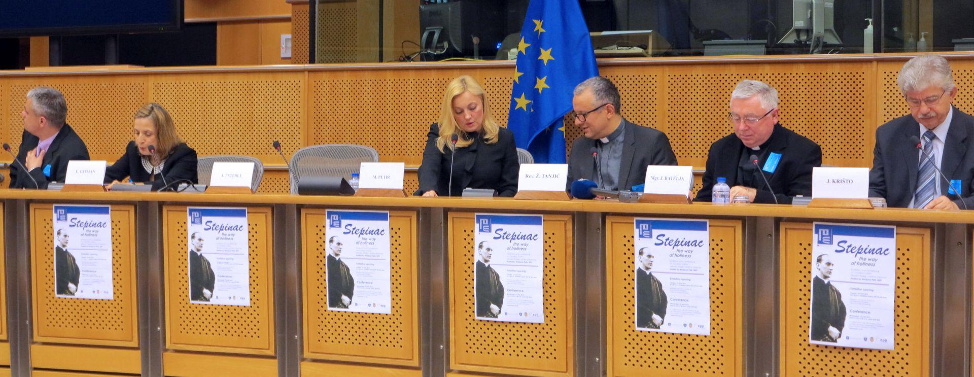 Srbija opozvala šefa misije pri EU-u zbog izložbe o Stepincu