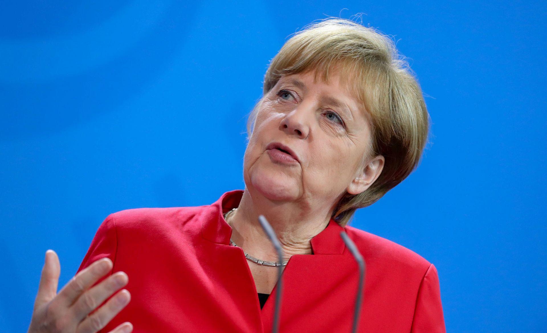 """Merkel: U pregovorima s Britanijom ne treba biti """"zločest"""""""