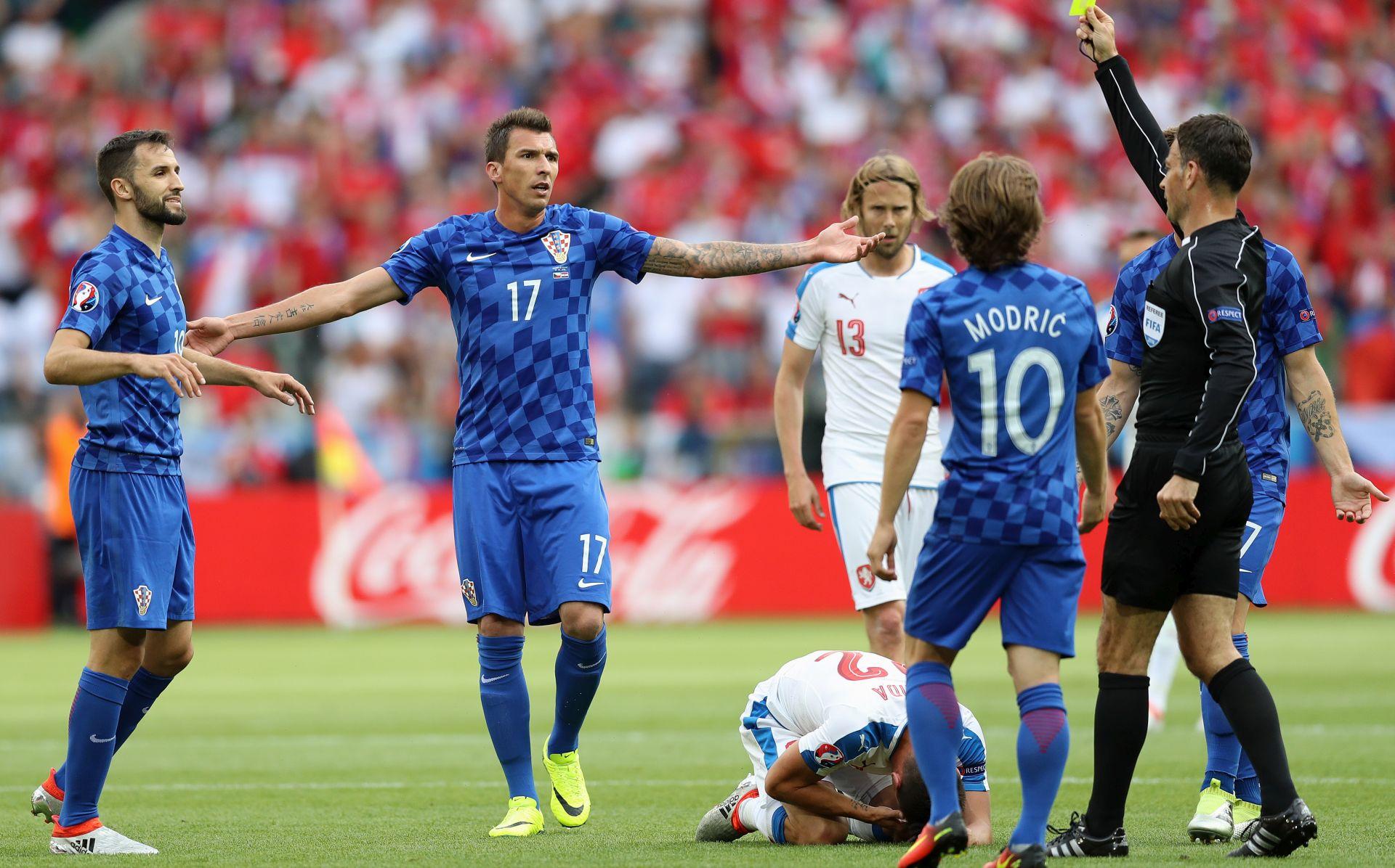 NOVA SRAMOTA!!!! Šačica huligana koštala Hrvatsku dva boda, čekamo sankcije…