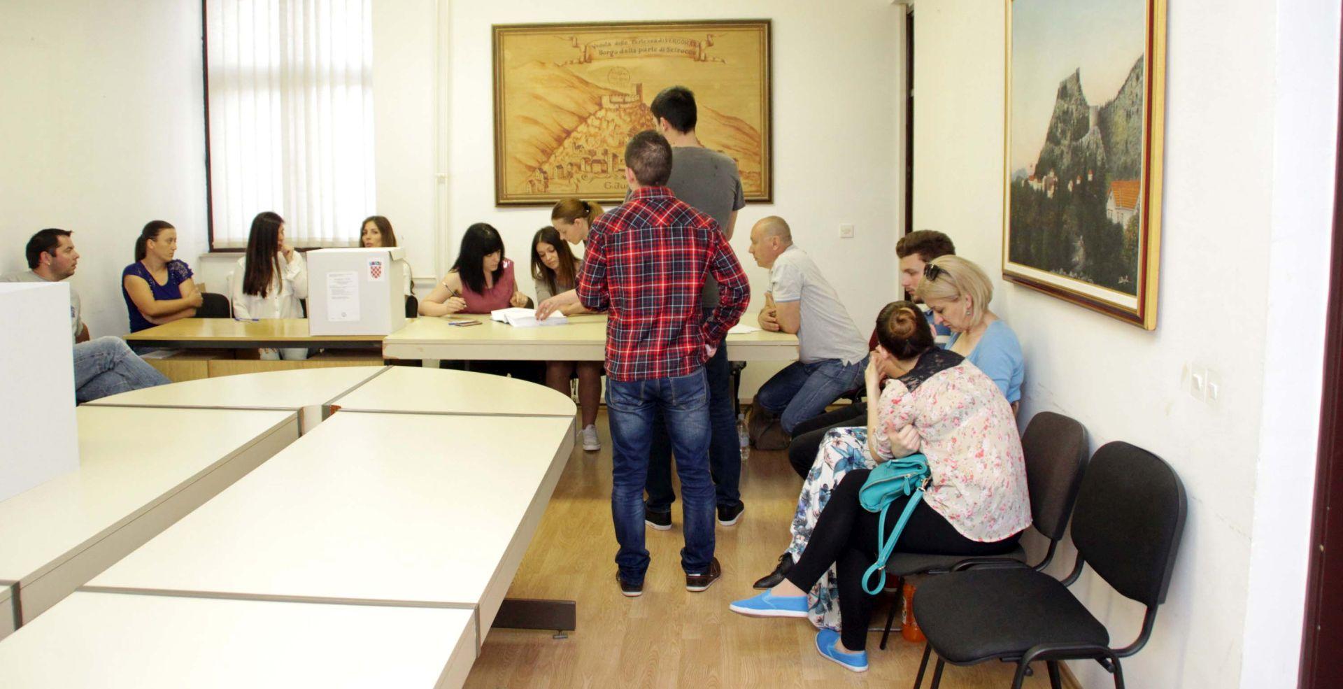 Slab odaziv na birališta u Vrgorcu, do 11:30 sati izišlo 15,49 posto birača