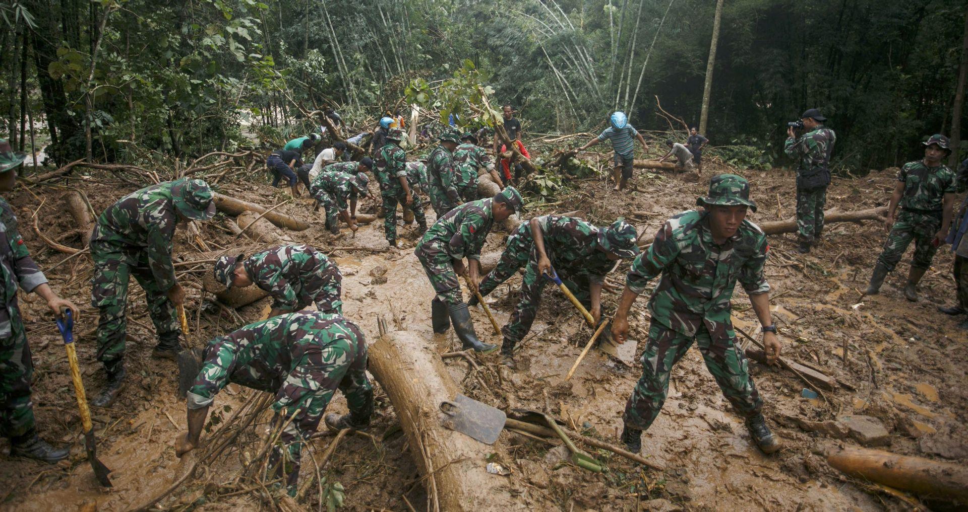 U Indoneziji više od 30 mrtvih u poplavama i odronu zemljišta