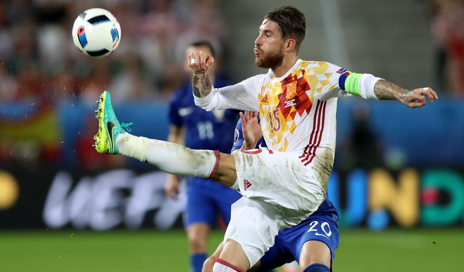 VIDEO: RAZGOVOR UGODNI Pogledajte susret Modrića i Ramosa nakon velike pobjede Hrvatske
