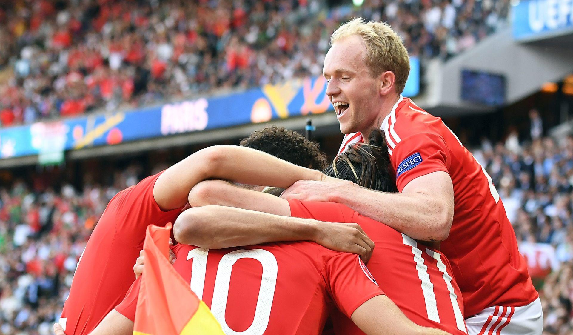 VELIKO SLAVLJE Velšani nakon autogola McAuleyja prošli u četvrtfinale EURO-a