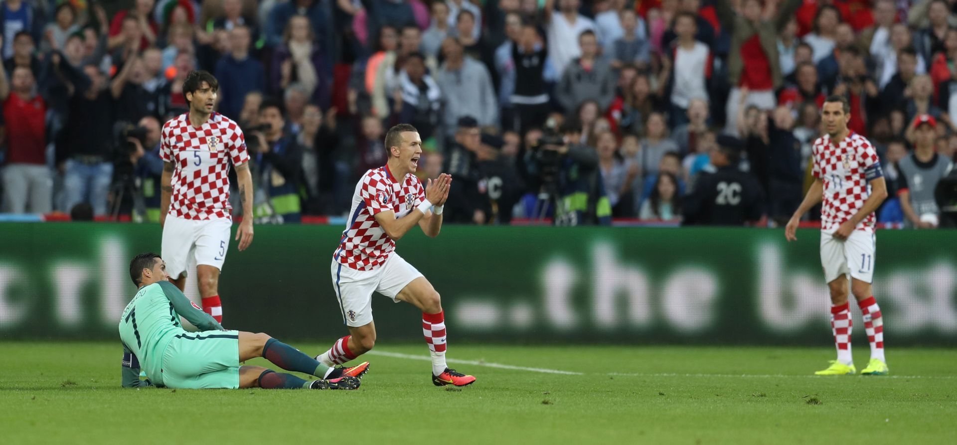 LJUBITELJI NOGOMETA RAZOČARANI Hrvatska i Portugal oborili neke neslavne rekorde