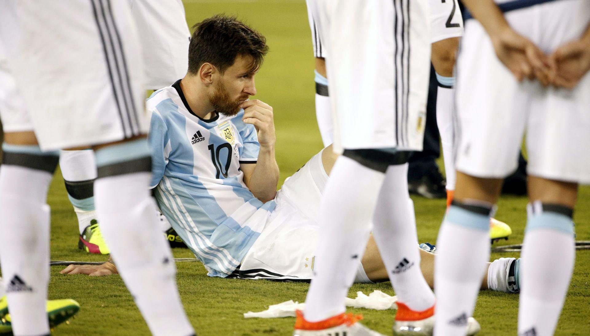 """DIEGO MARADONA """"Messi, moraš ostati!"""""""
