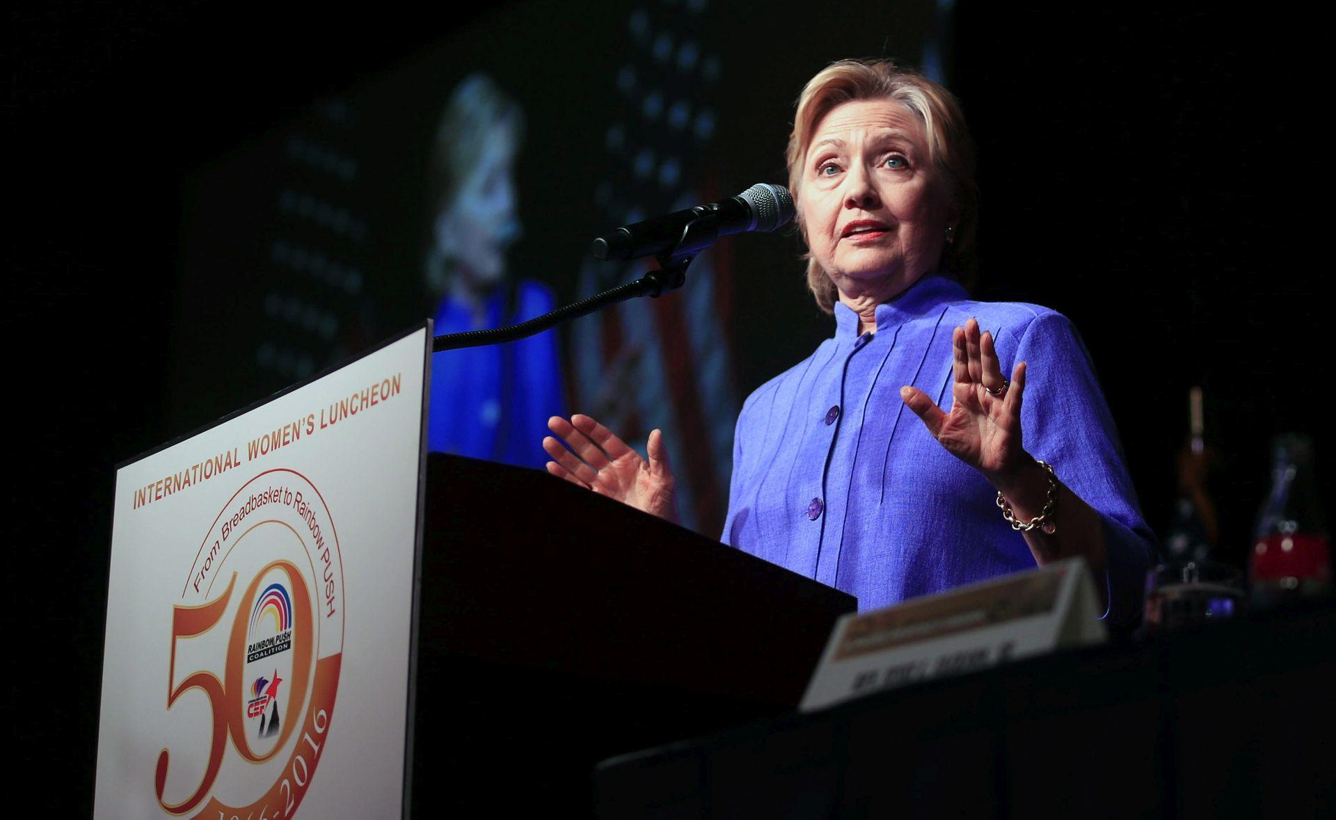 ANKETA Clinton ispred Trumpa vodi 11 postotnih bodova
