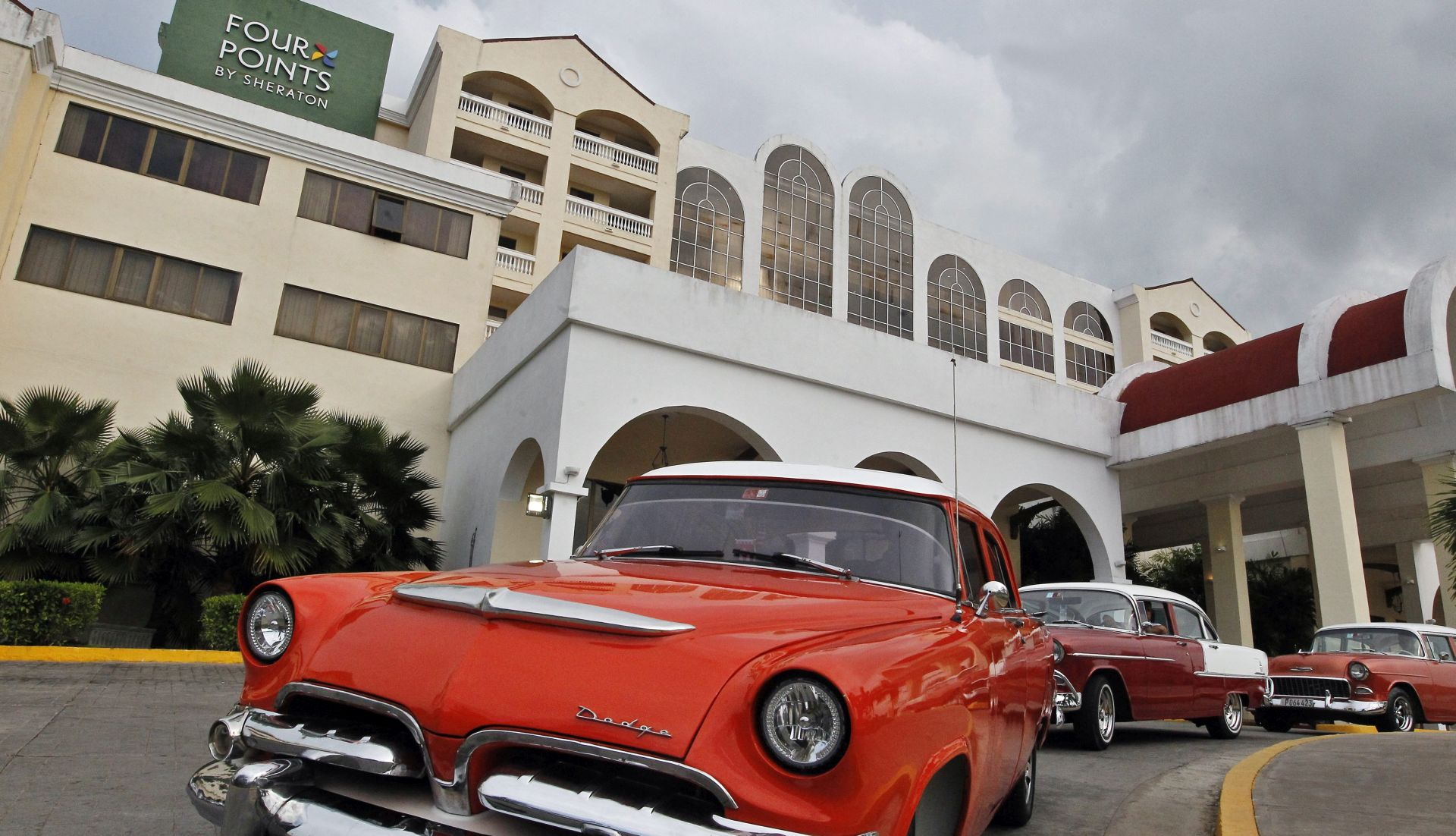 """Trump """"otkazuje"""" Obaminu politiku prema Kubi, vraća ograničenja putovanja i trgovine"""