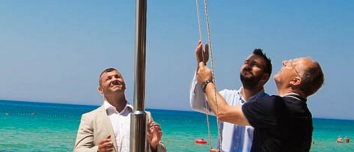 Plaži Straško u Novalji svečano je uručena Bijela zastava