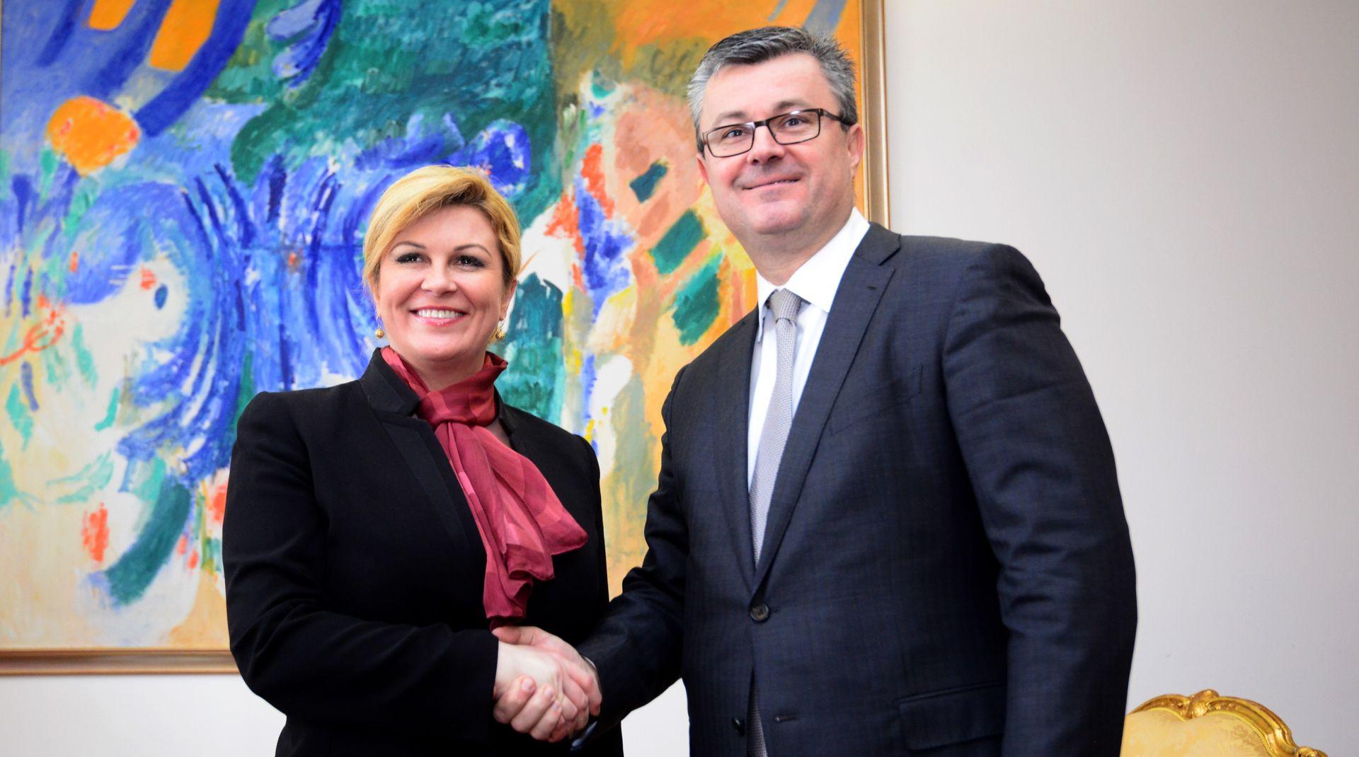 BEZ IZJAVA NAKON SASTANKA Premijer Orešković zatražio sastanak s predsjednicom
