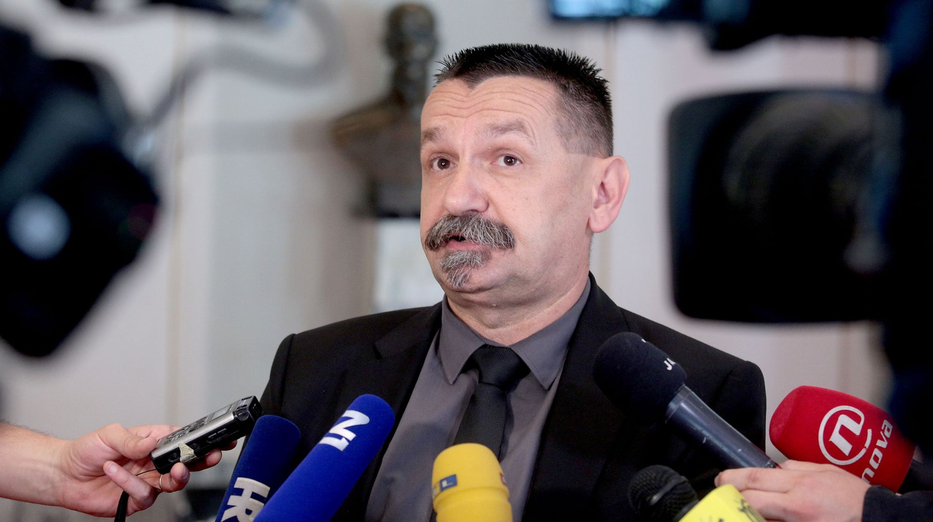 Ćorić: Pravaši će potpisati zahtjev za Oreškovićev opoziv