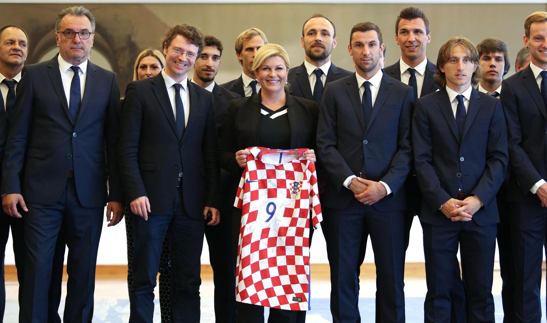 """Hrvatski nogometni reprezentativci kod predsjednice: """"Ne osjećate pritisak nego igrajte sa srcem"""""""