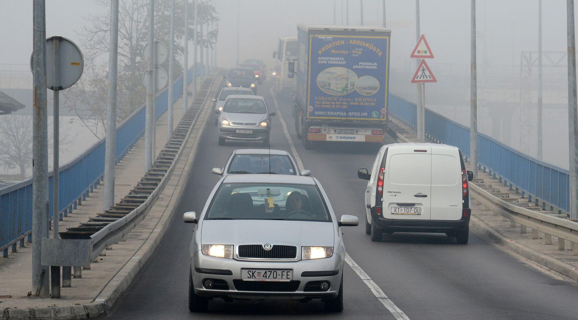 HAK Kolnici mokri i skliski, magla u Lici i na A1