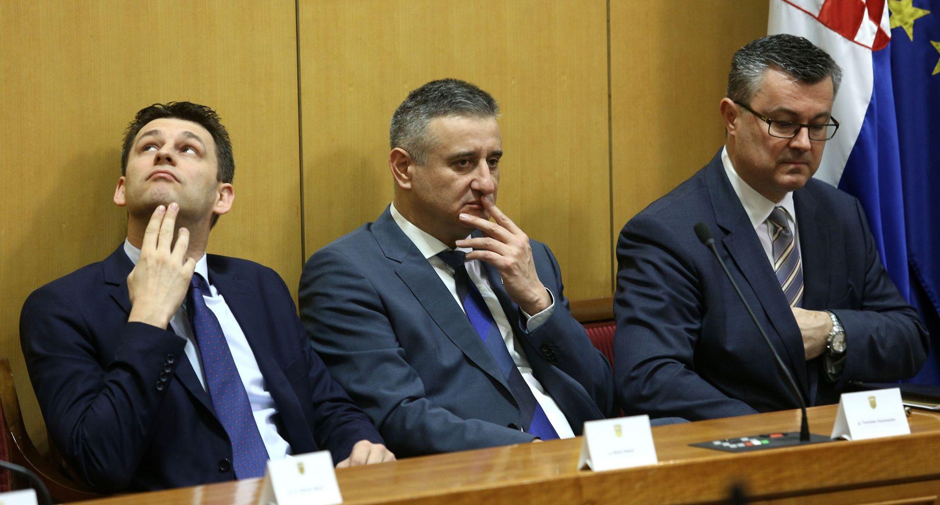 """AGENCIJE O KRIZI HRVATSKE VLADE Reuters: """"Navodni sukob interesa Karamarka doveo je vladu na rub raspada'"""