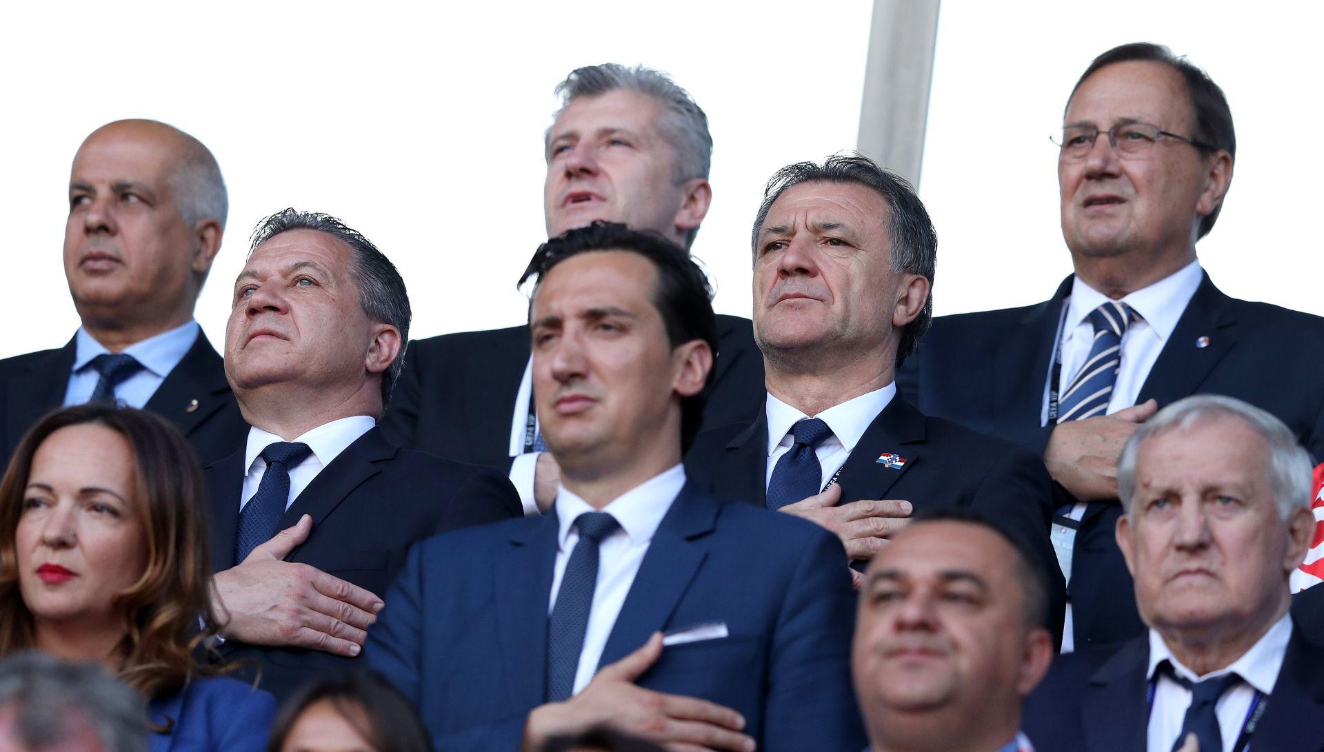 """ZDRAVKO MAMIĆ """"Za sve su krive političke elite, 200 huligana već 25 godina reketari Hrvatsku"""""""