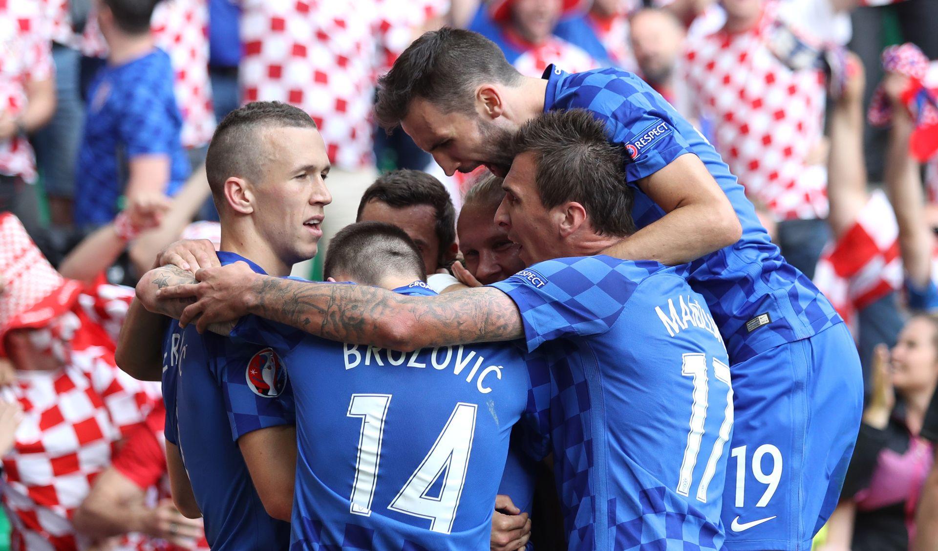 Kalkulacije uoči zadnjeg kola, Hrvatska korak do osmine finala