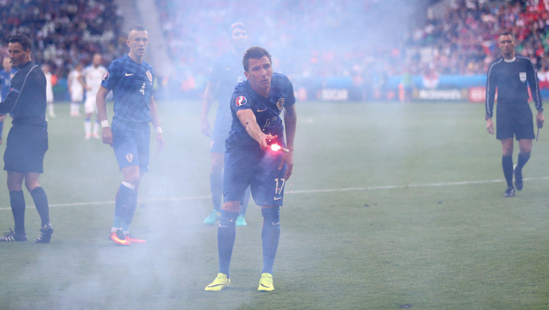 """UEFA """"Nemoćni smo u sprečavanju unošenja baklji na utakmice EURO-a"""""""