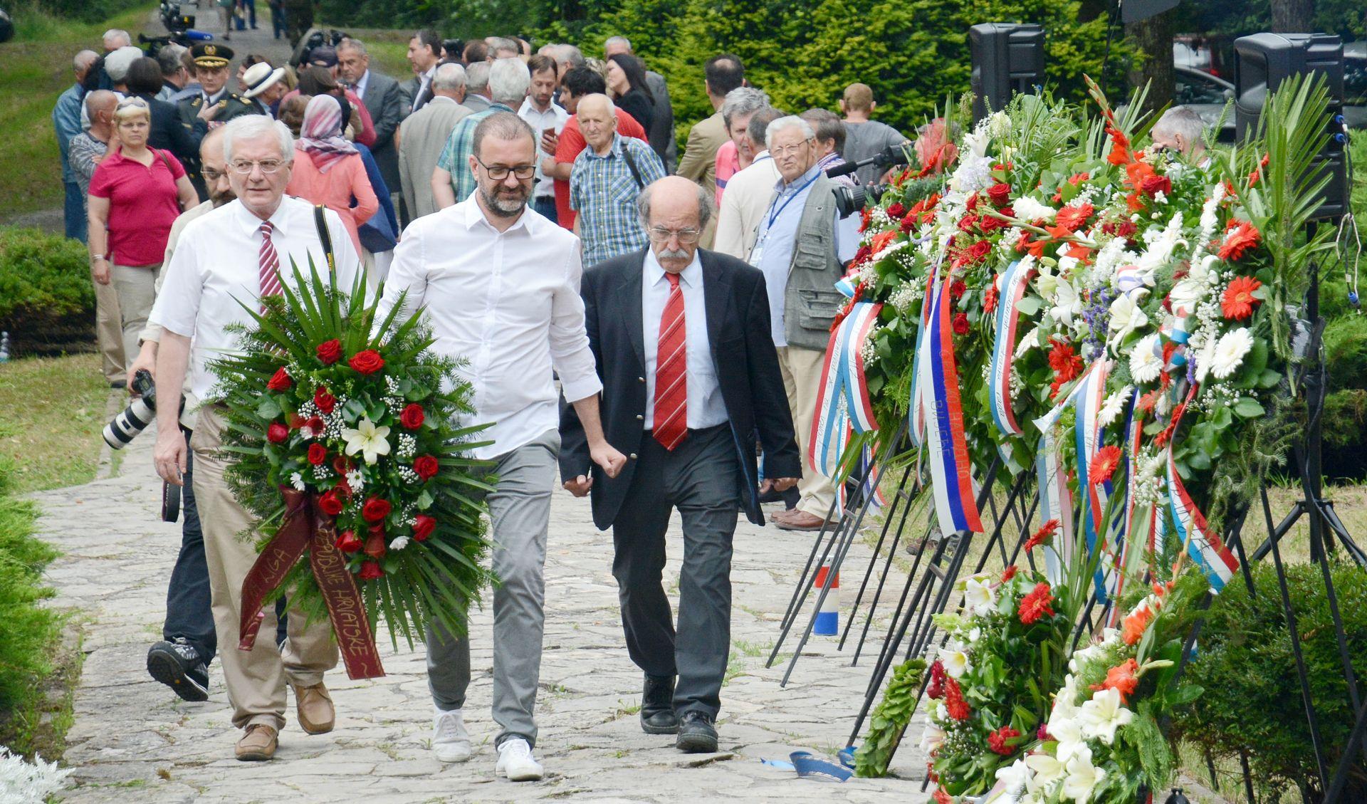 FOTO: Dan antifašističke borbe svečano obilježen u šumi Brezovici