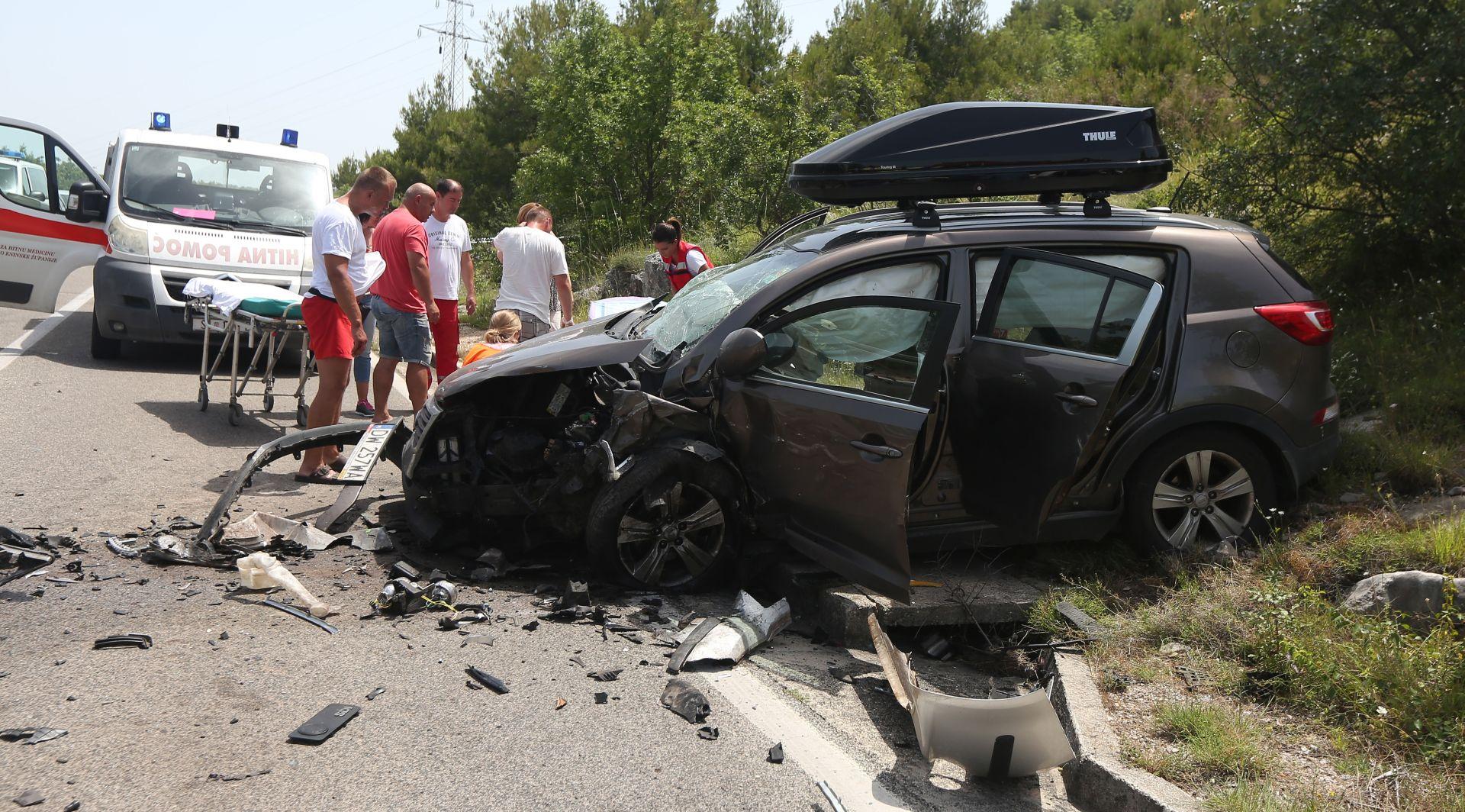 TEŠKA PROMETNA KOD ŠIBENIKA U sudaru dva automobila sedam ozlijeđenih, Poljak u životnoj opasnosti