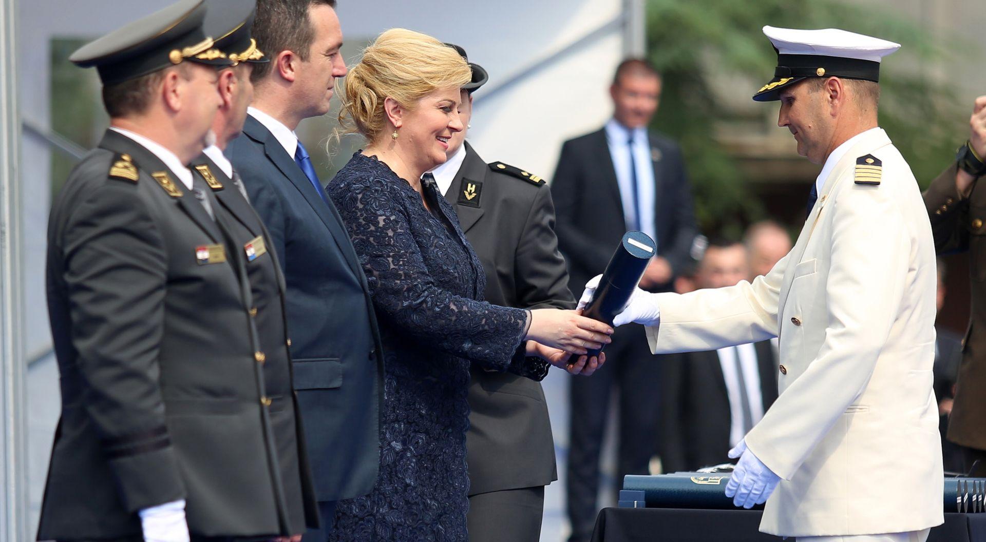 Predsjednica uručila diplome časnicima koji su završili izobrazbu