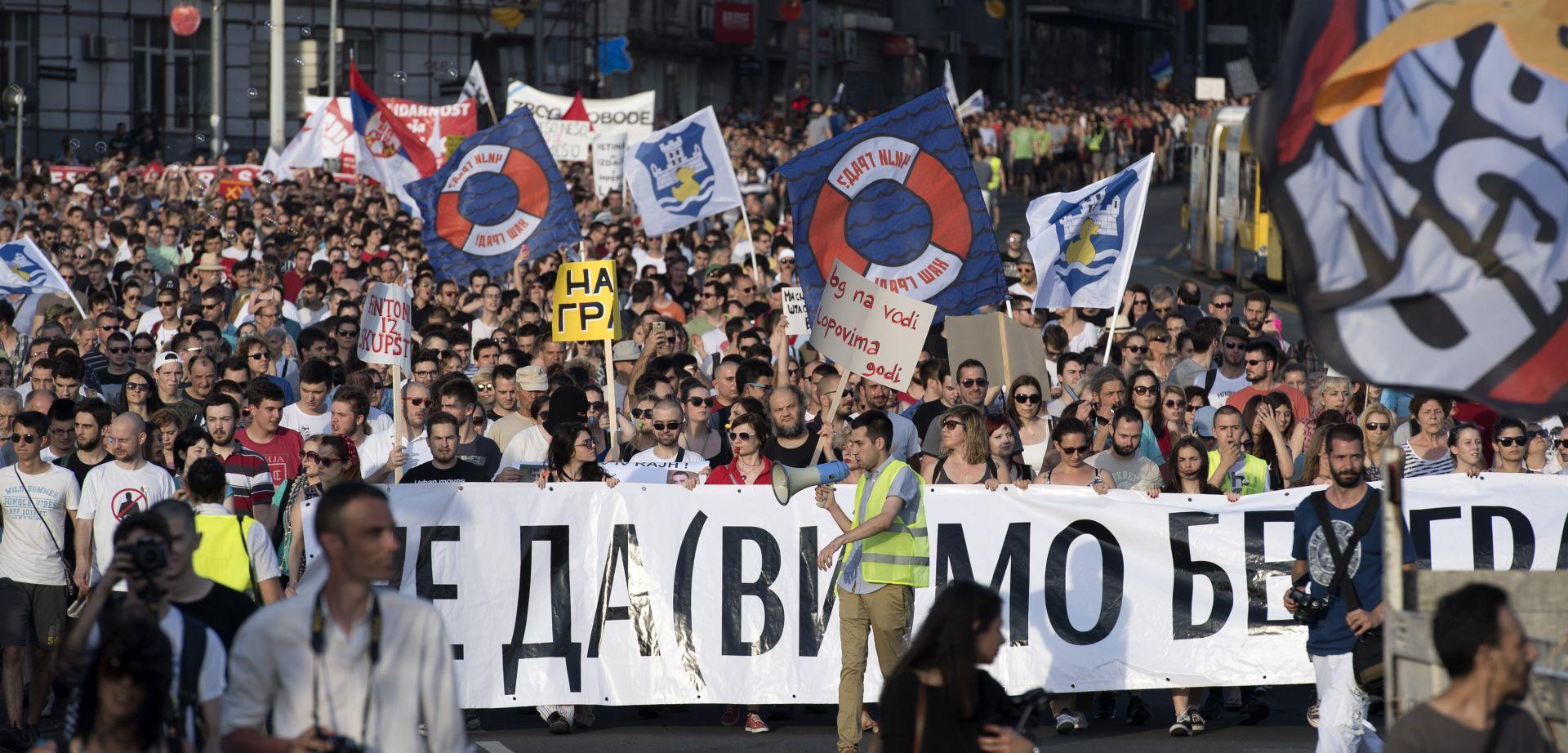 Tisuće ljudi prosvjedovalo u Beograda zbog rušenja u gradskoj četvrti