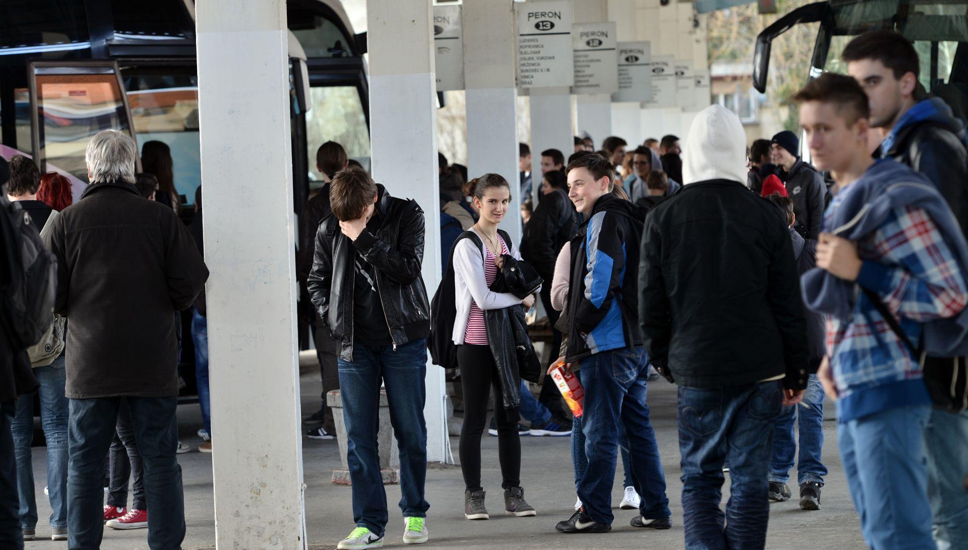 Prosvjed u Varaždinu zbog prijevoza srednjoškolaca