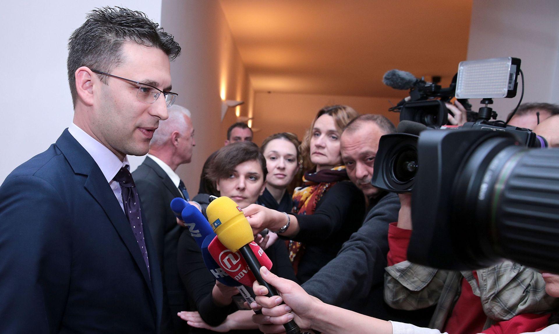 NOVA PRESSICA PETROVA Čelnik Mosta u 17 sati daje izjavu za medije
