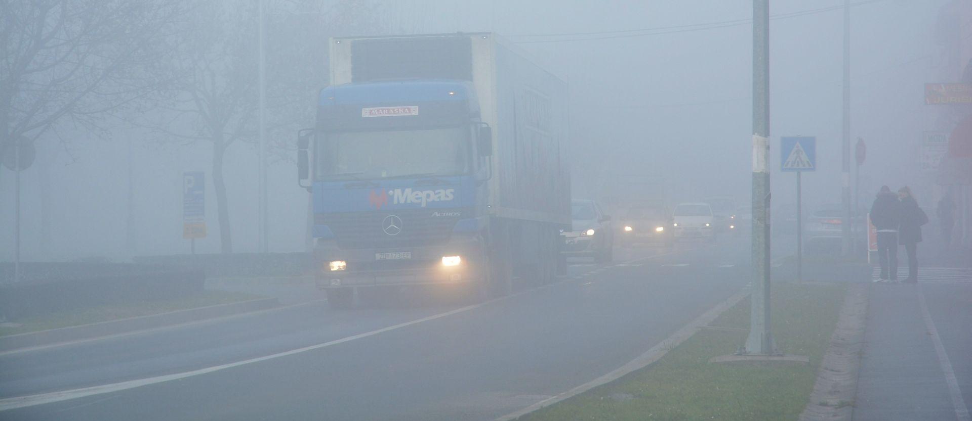 HAK Magla smanjuje vidljivost u Gorskom kotaru, prometna nesreća u Vinkovcima