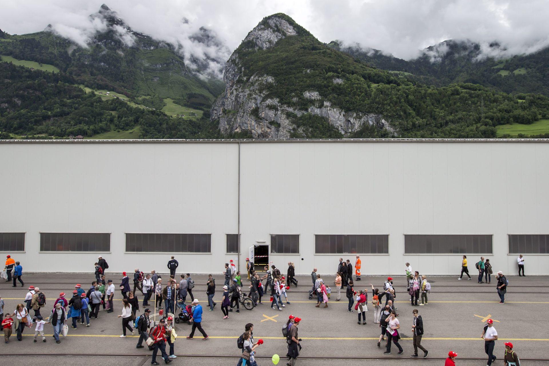 GLASANJE O RADIKALNOM PRIJEDLOGU: Švicarci za bezuvjetni osnovni mjesečni prihod svakom državljaninu