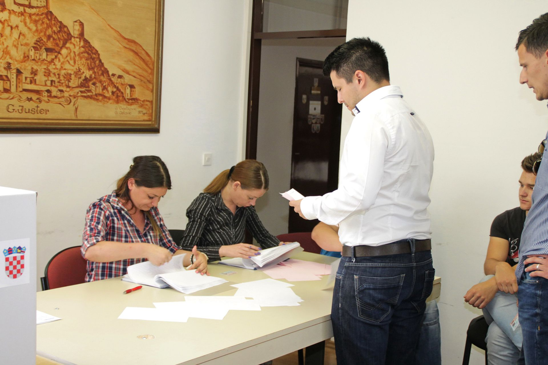 PRIJEVREMENI IZBORI: Slab odaziv birača na birališta u Vrgorcu
