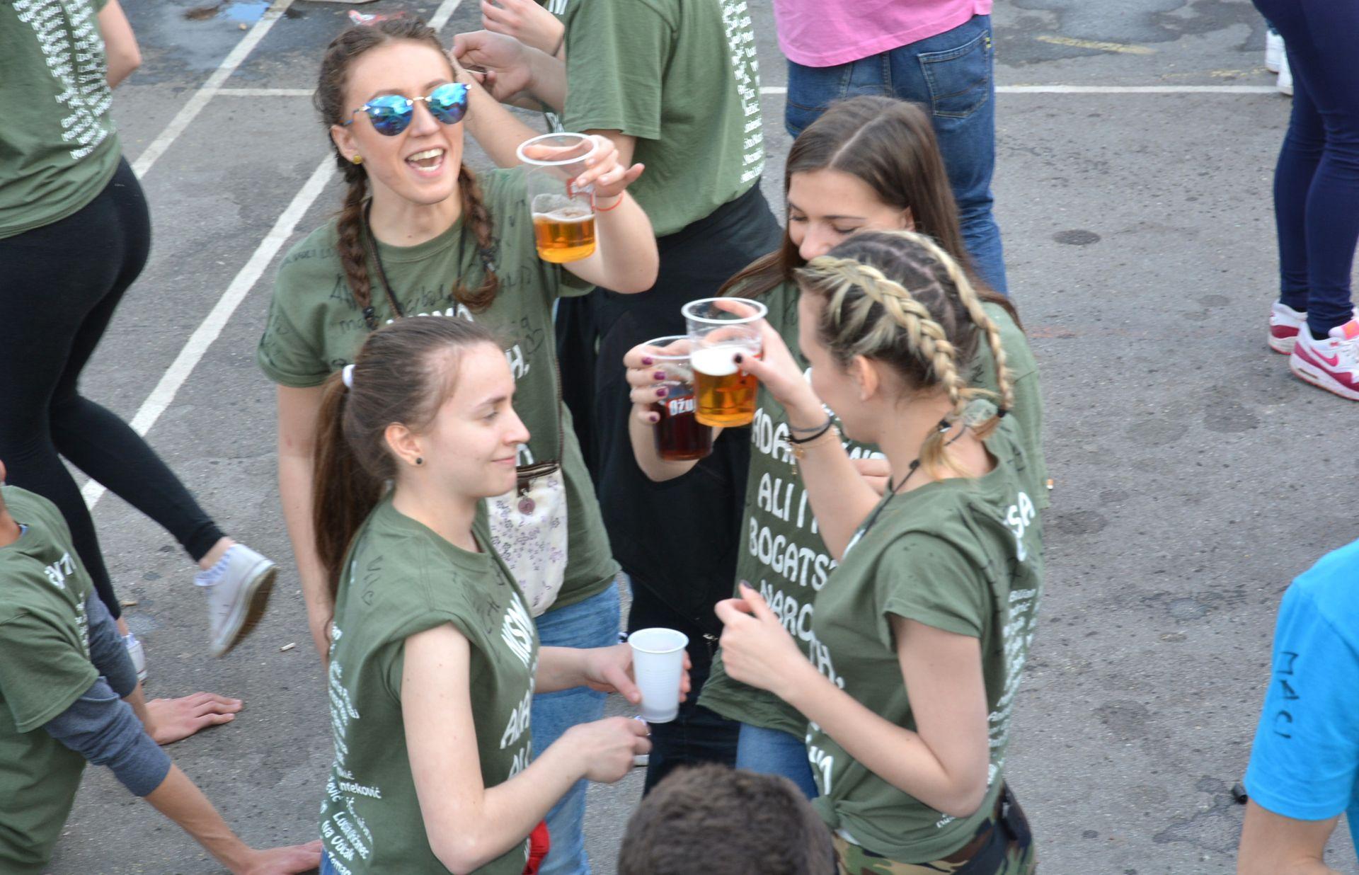 ZAVRŠETAK ŠKOLSKE GODINE: Štetnost uporabe alkohola kod mladih
