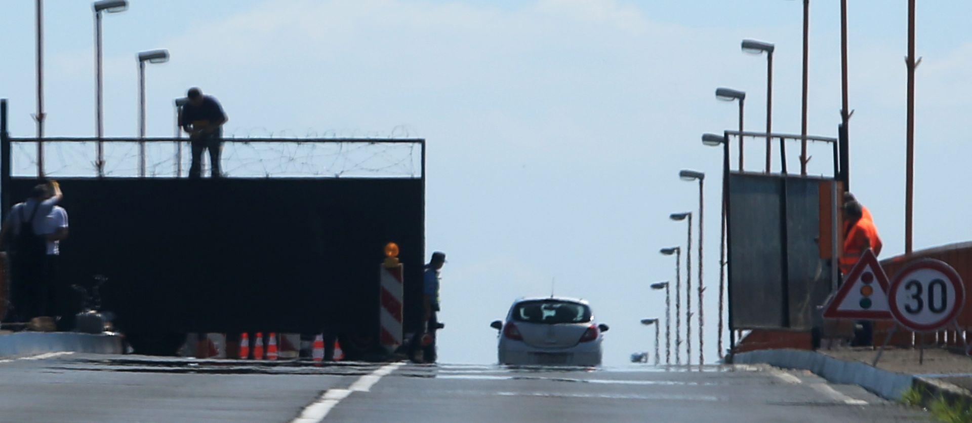 I HRVATSKA PODIŽE OGRADU: MUP potvrdio postavljanje tehničkih prepreka na prijelazu Batina