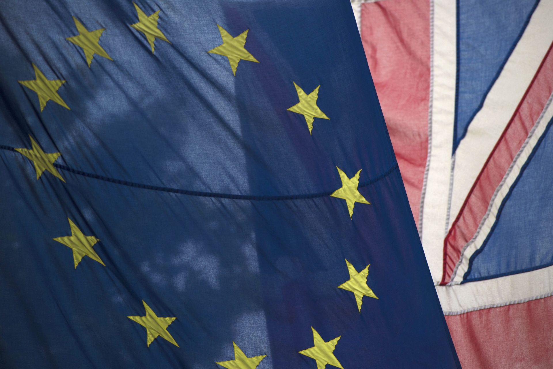 JAVNO MIŠLJENJE: Kampanja za Brexit vodi s razlikom od jednog postotnog boda