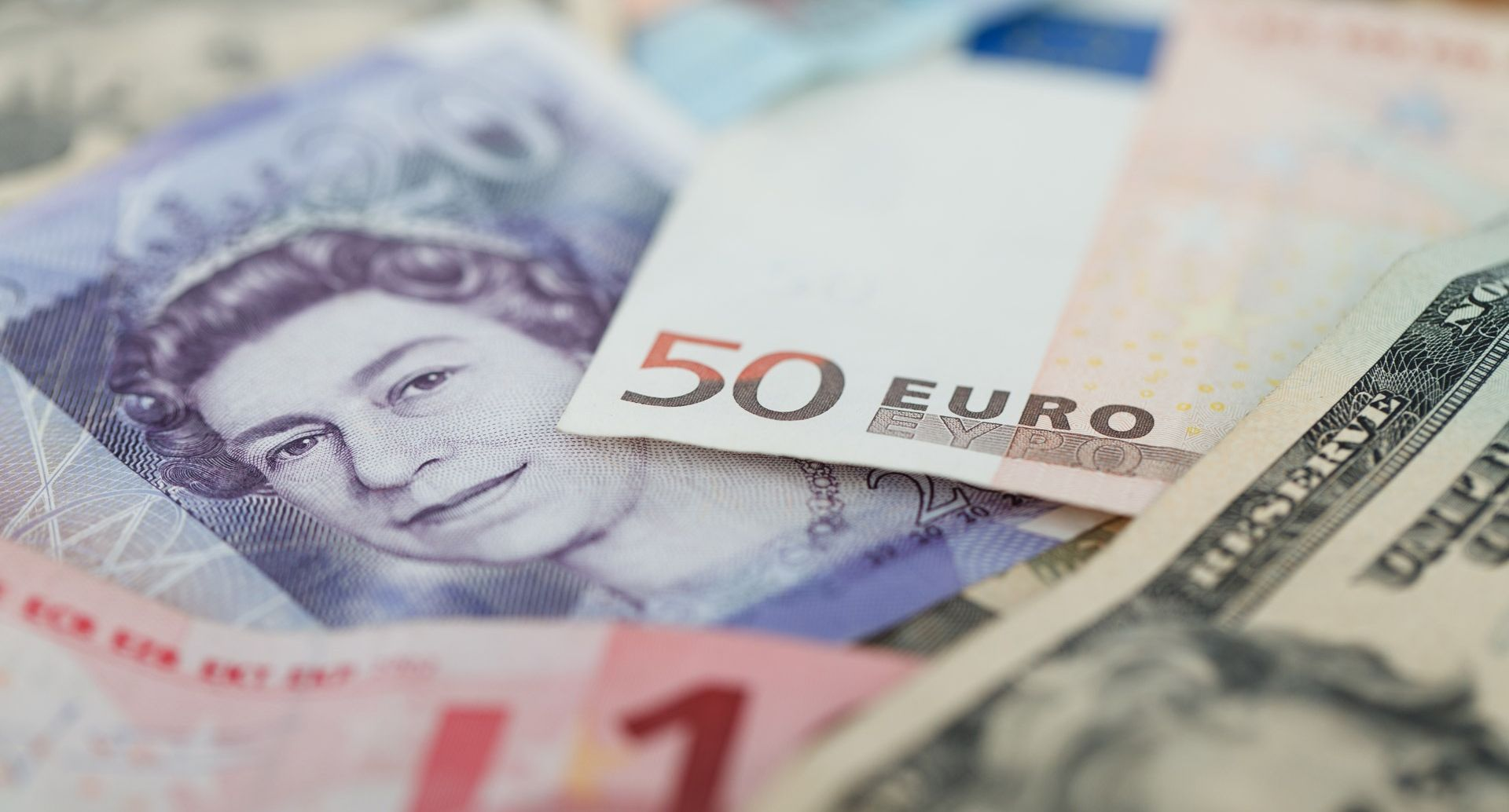 'Brexit' srušio funtu, uzdrmao euro