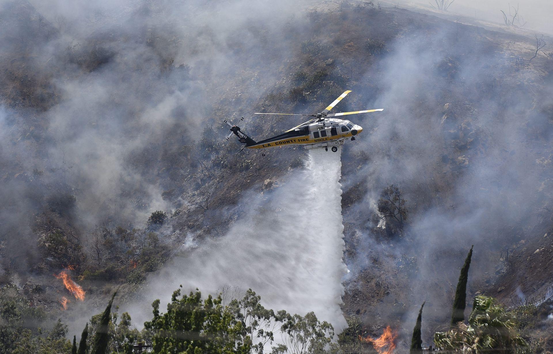 EVAKUACIJA STANOVNIKA: Stotine ljudi bježe pred požarima u Kaliforniji