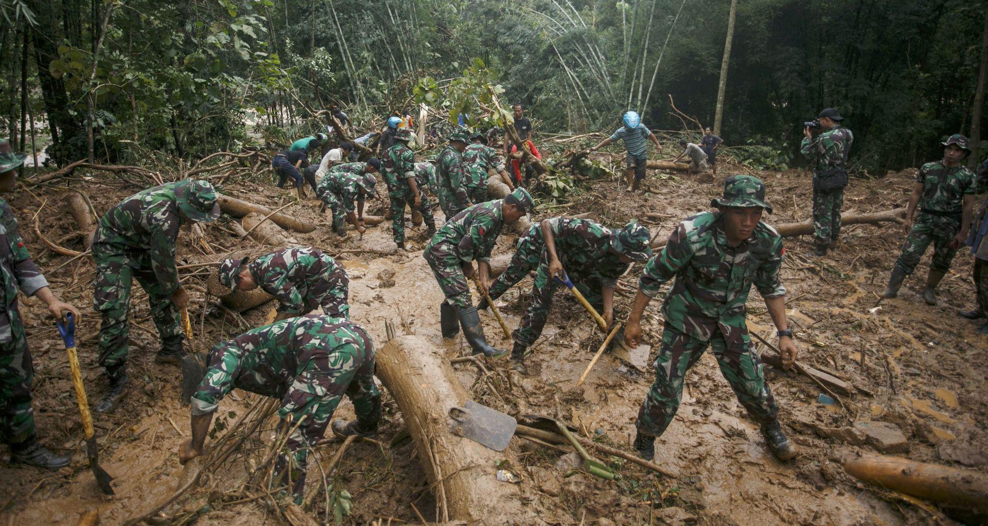 POTRAGA ZA NESTALIMA: U Indoneziji 47 žrtava u poplavama i odronima tla