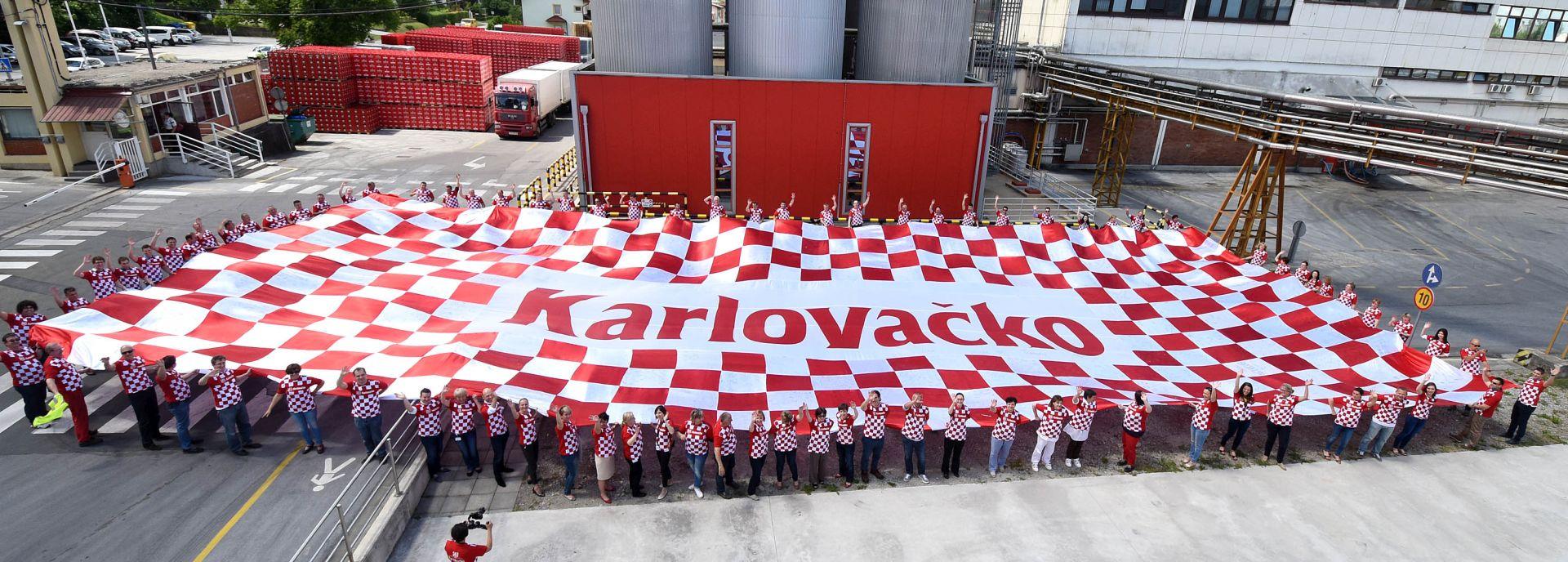 EURO 2016: Zastava s 400 crveno-bijelih polja i potpisima kreće u Francusku