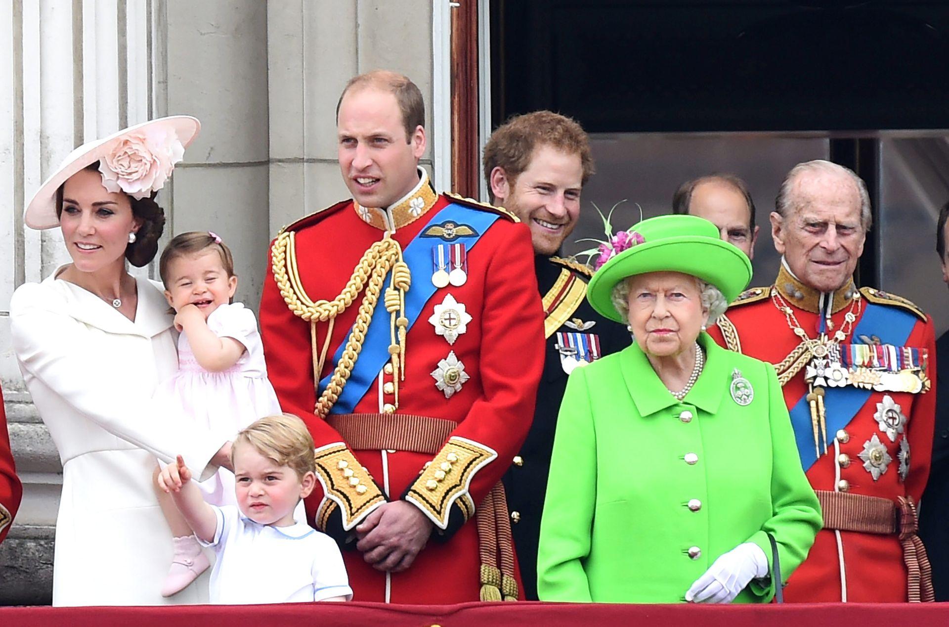 TRADICIONALANA SMOTRA: Vojni mimohod u povodu 90. rođendana britanske kraljice