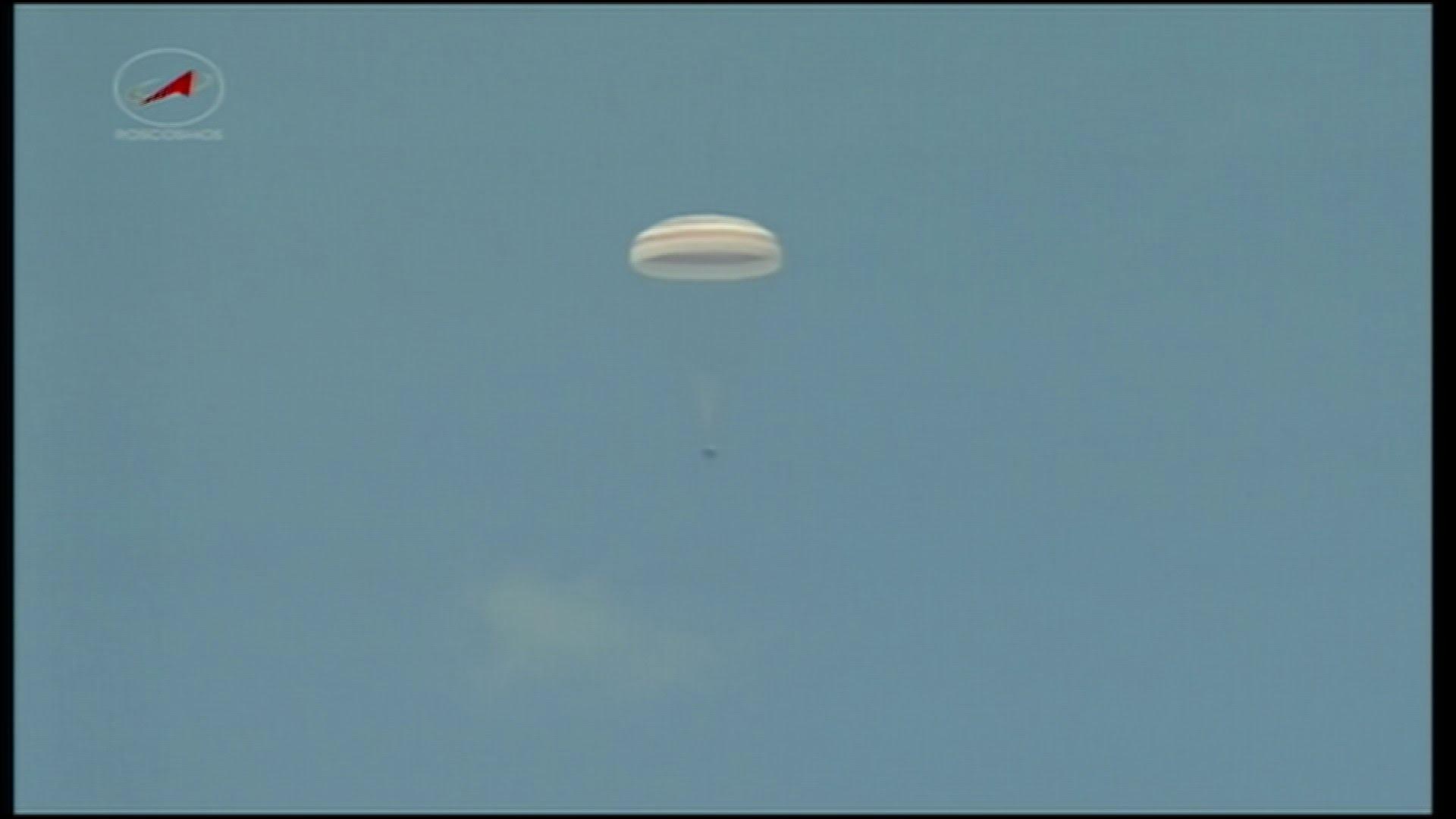 VIDEO: Sojuz s trojicom astronauta sletio u Kazahstan
