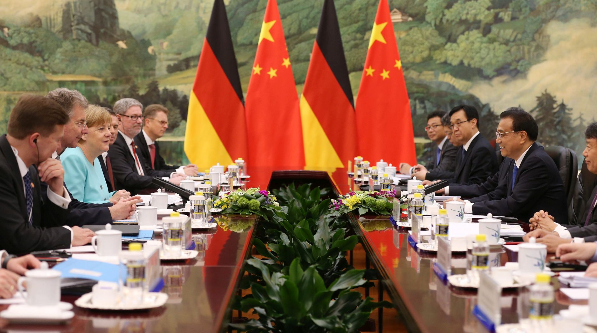 POSJET PEKINGU: Merkel i Xi razgovarali o gospodarskim odnosima