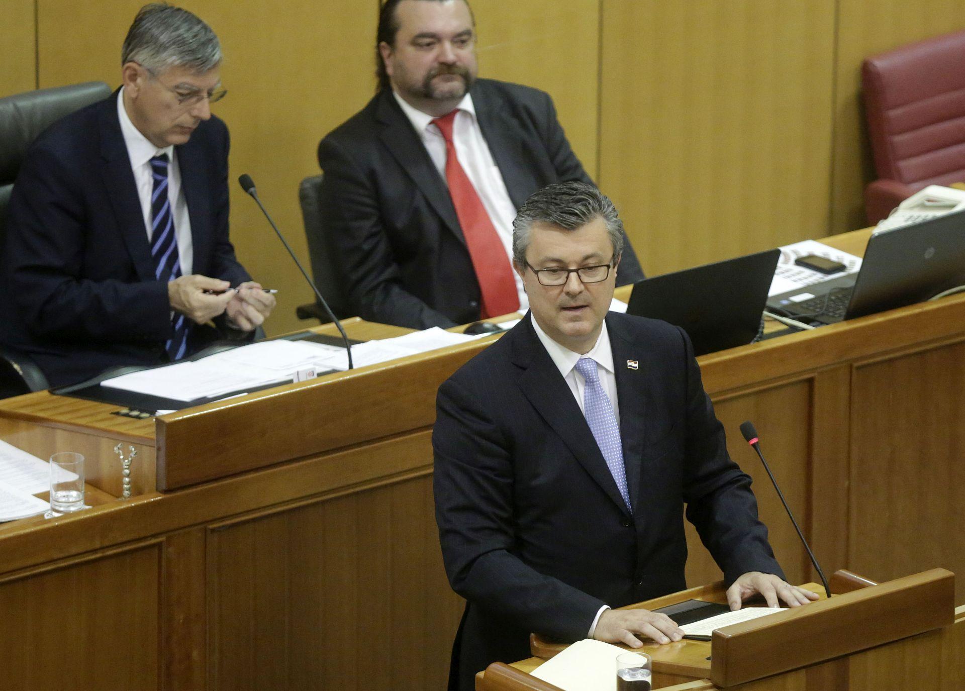 PALA VLADA: Za opoziv Tihomira Oreškovića glasalo 125 zastupnika